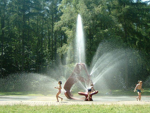 File:Wasserspiele2.jpg