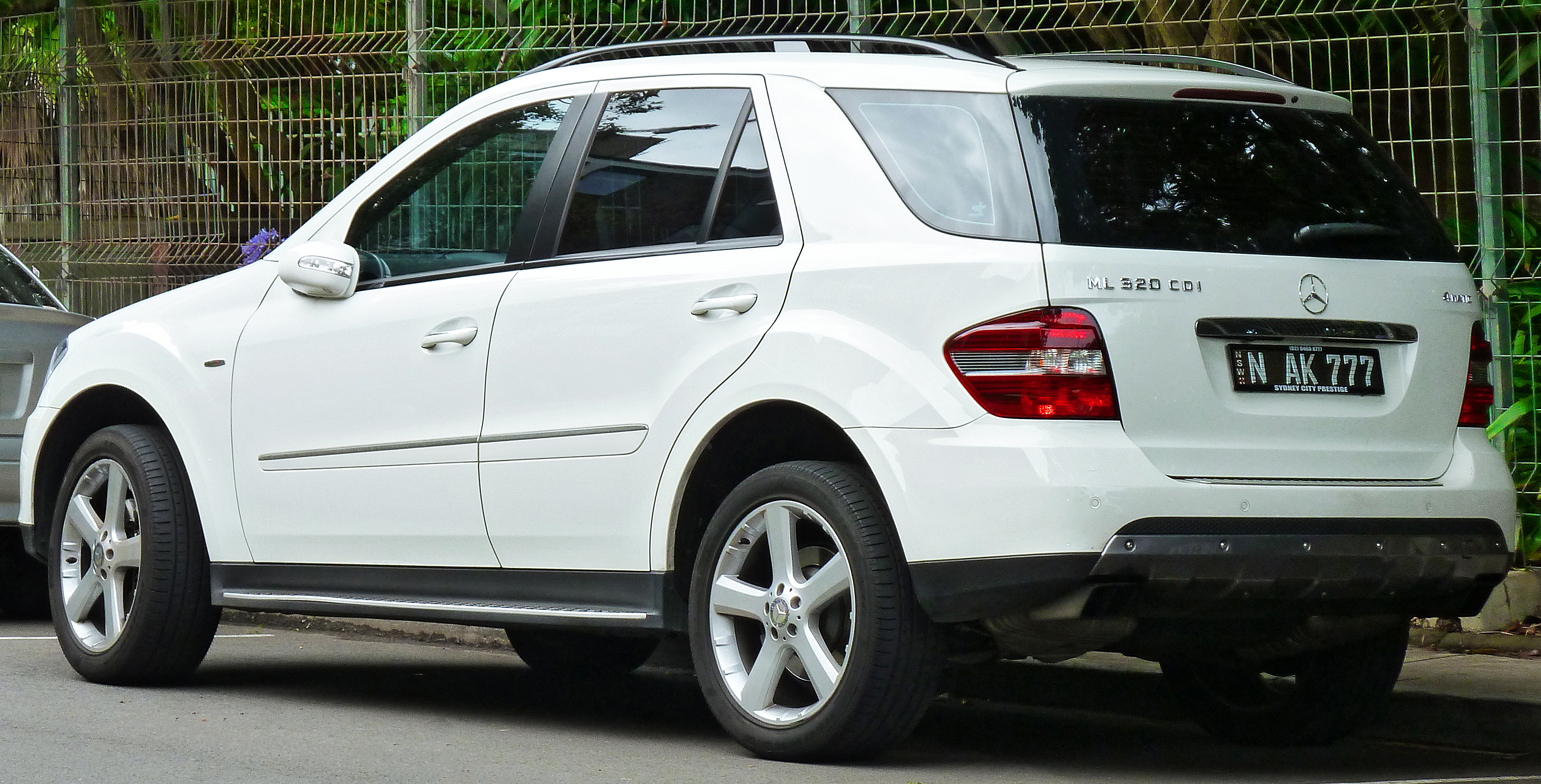 file 2008 mercedes benz ml 320 cdi w 164 my08 edition 10 wagon 2011 12 06 wikimedia. Black Bedroom Furniture Sets. Home Design Ideas