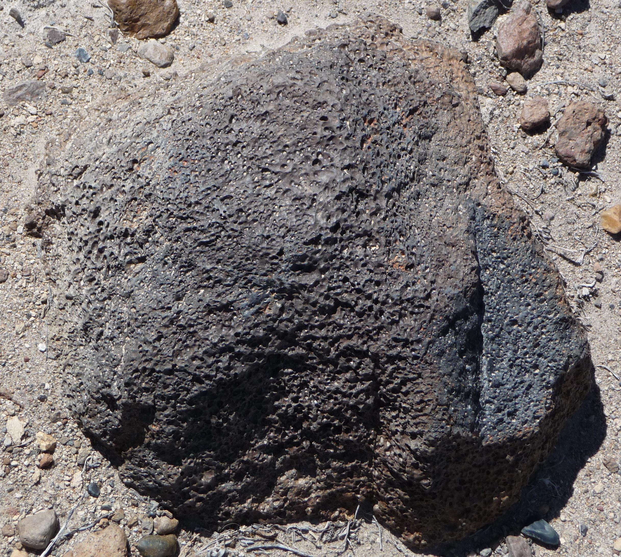 Description Of Basalt : File adobe hills basaltic rock along dobie meadows rd in