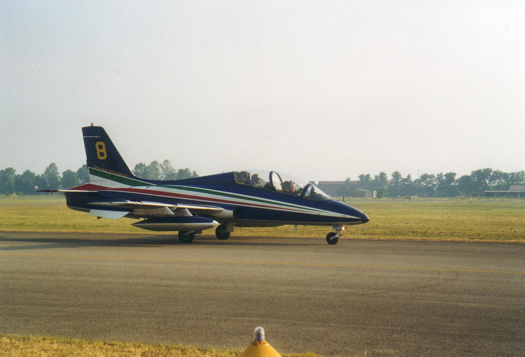 File:Aermacchi MB-339 Freccia Tricolore.jpg
