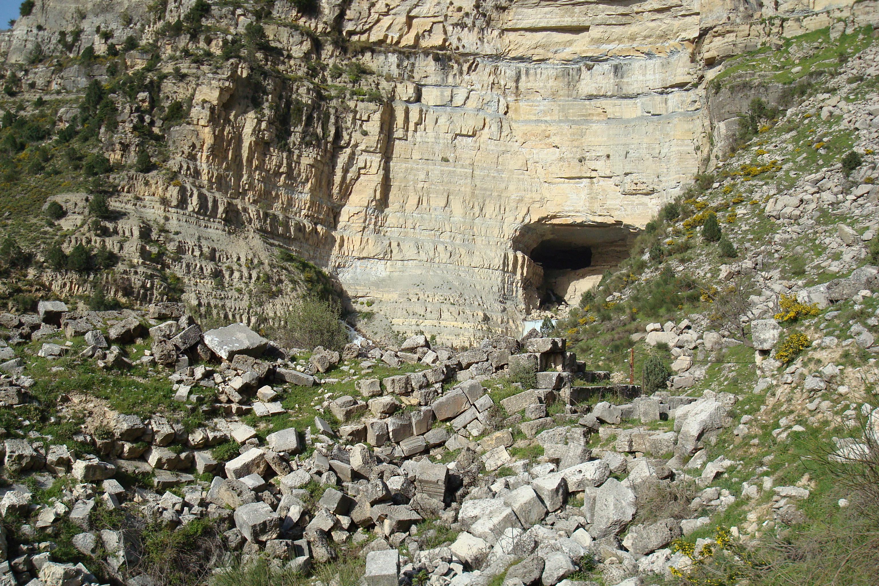 An image of Afqa Falls.