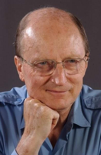 Alföldy Jenő (irodalomtörténész) – Wikipédia