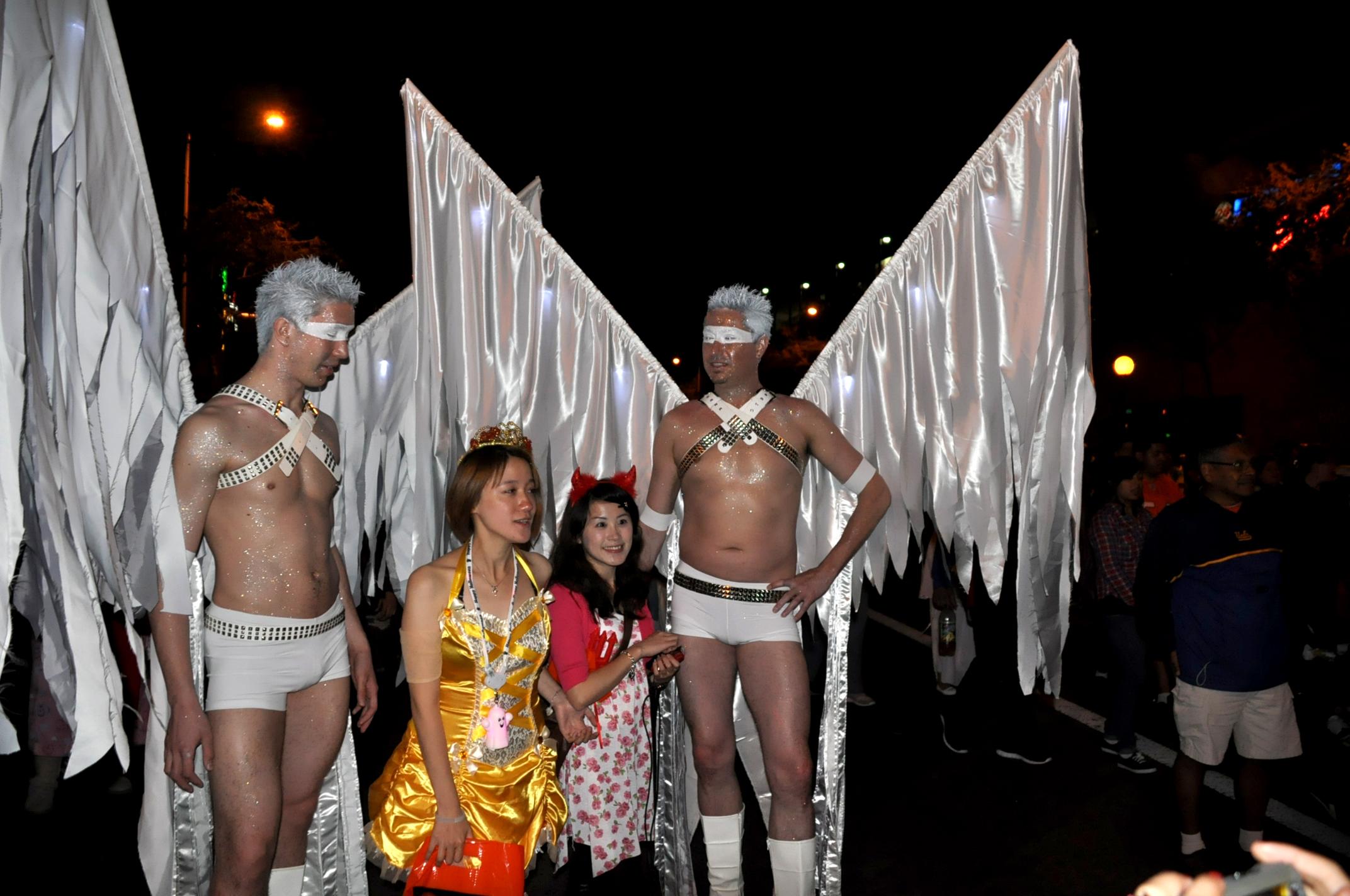 File:Angels - 2010 West Hollywood Halloween Carnival.jpg ...