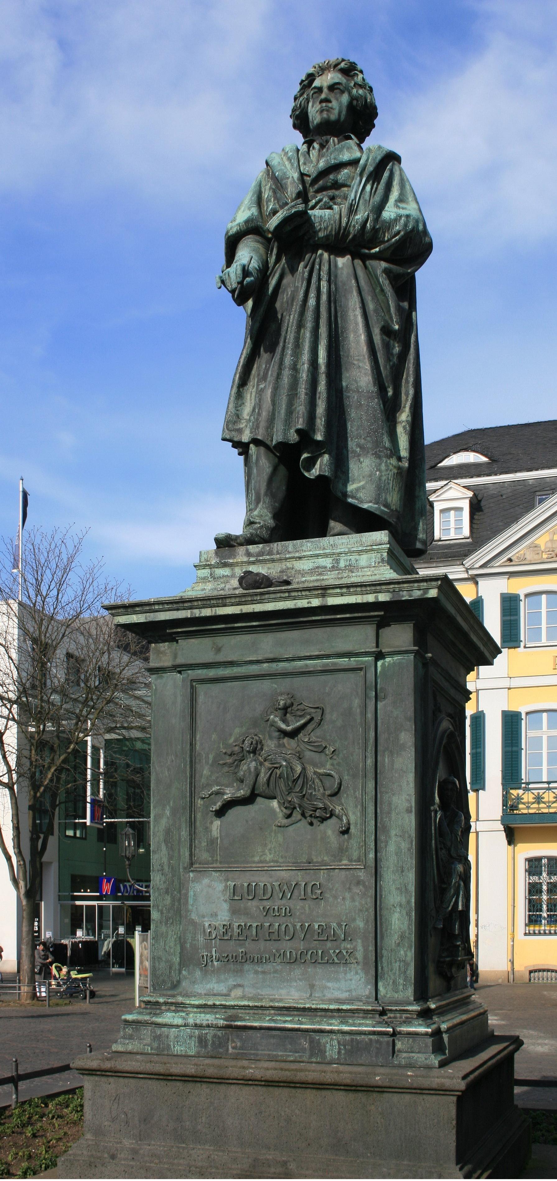 El monumento a Beethoven en Bonn, Münsterplatz.