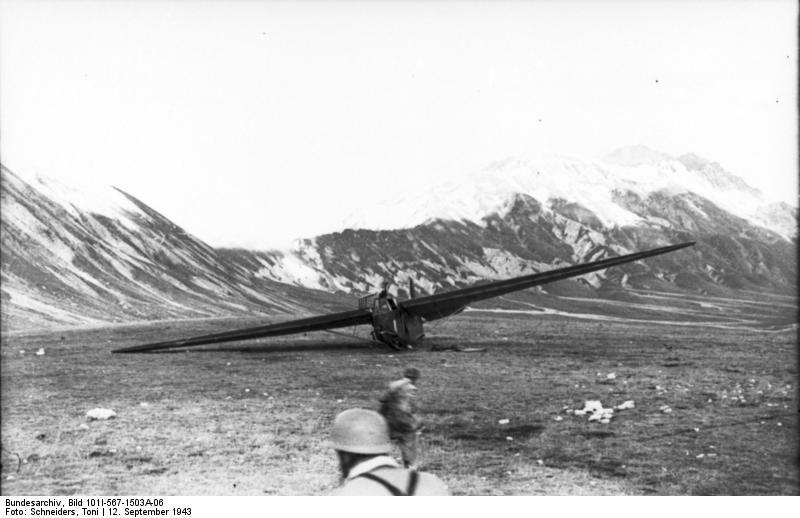 File:Bundesarchiv Bild 101I-567-1503A-06, Gran Sasso, Lastensegler