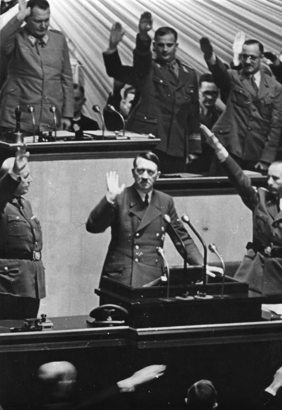 Reichstagsrede Hitlers zur Kriegserklärung an die Vereinigten Staaten, Krolloper Berlin, 11. Dezember 1941 (oben links Göring)
