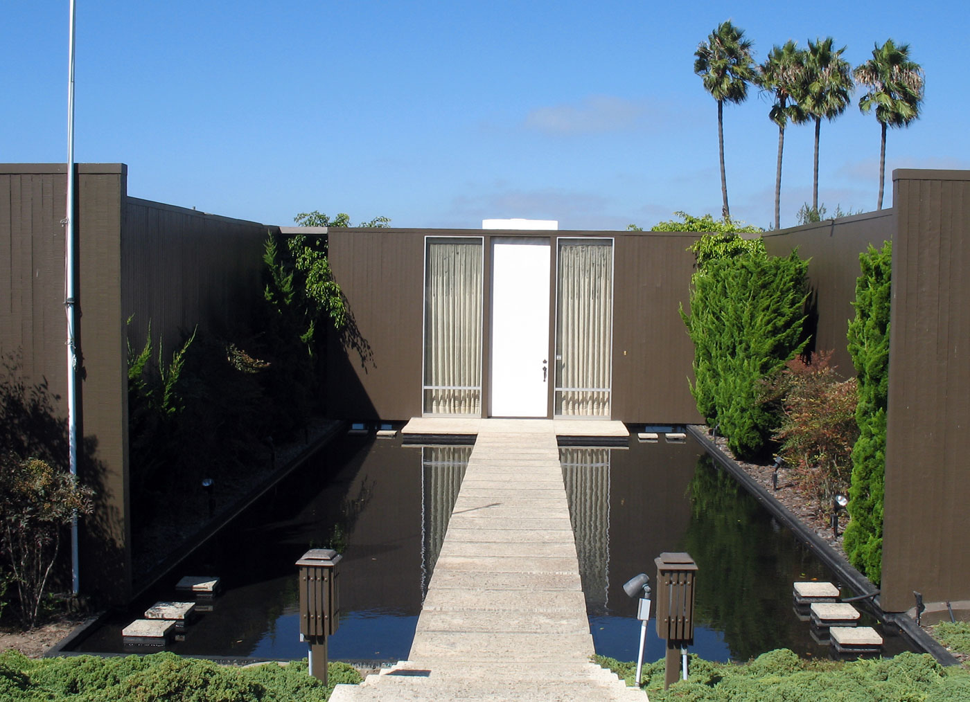 case study house 18 was built by rodney a walker