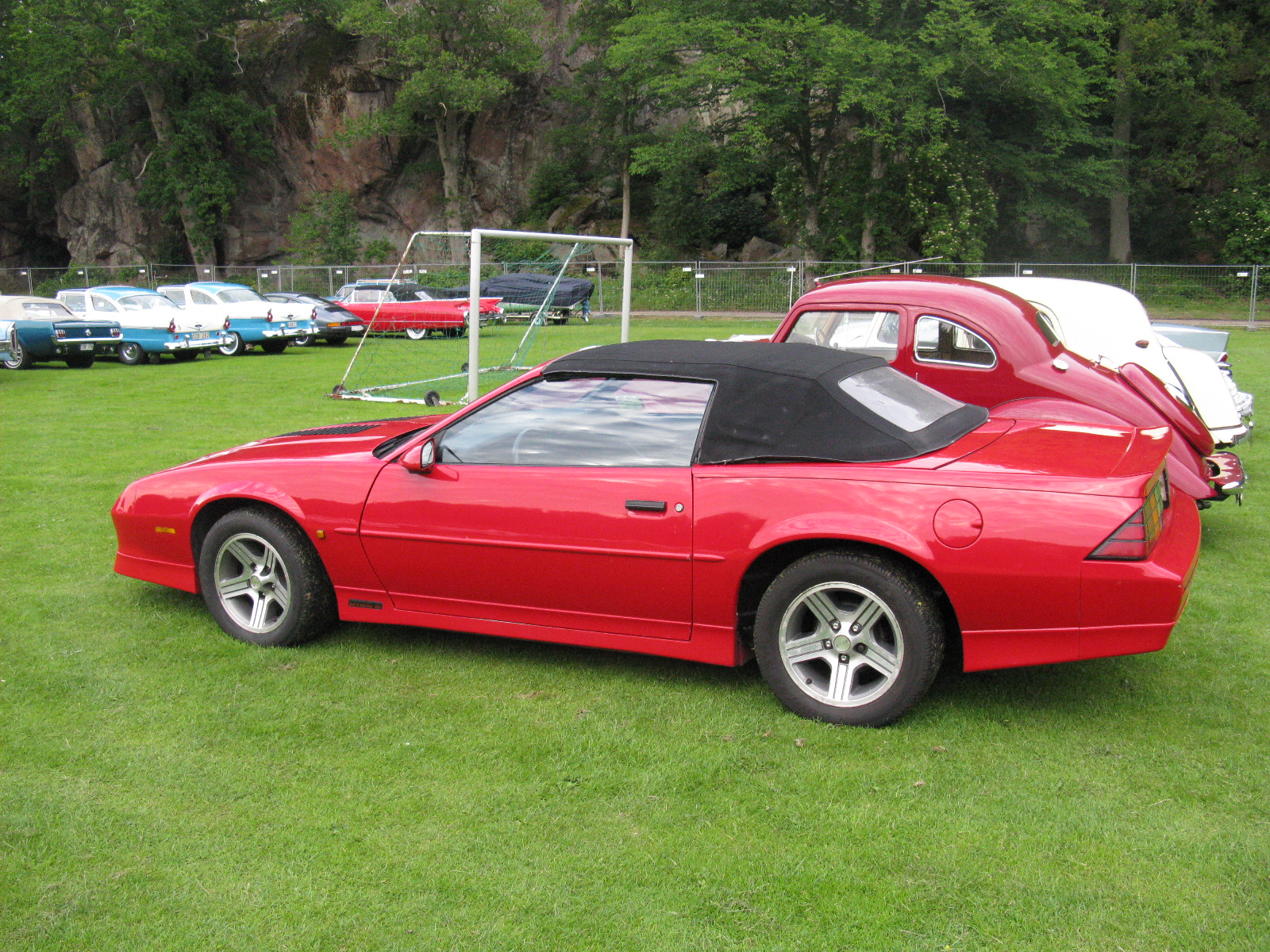 Iroc Z Wiki >> File:Chevrolet Camaro IROC-Z Cabriolet (7509377804).jpg - Wikimedia Commons
