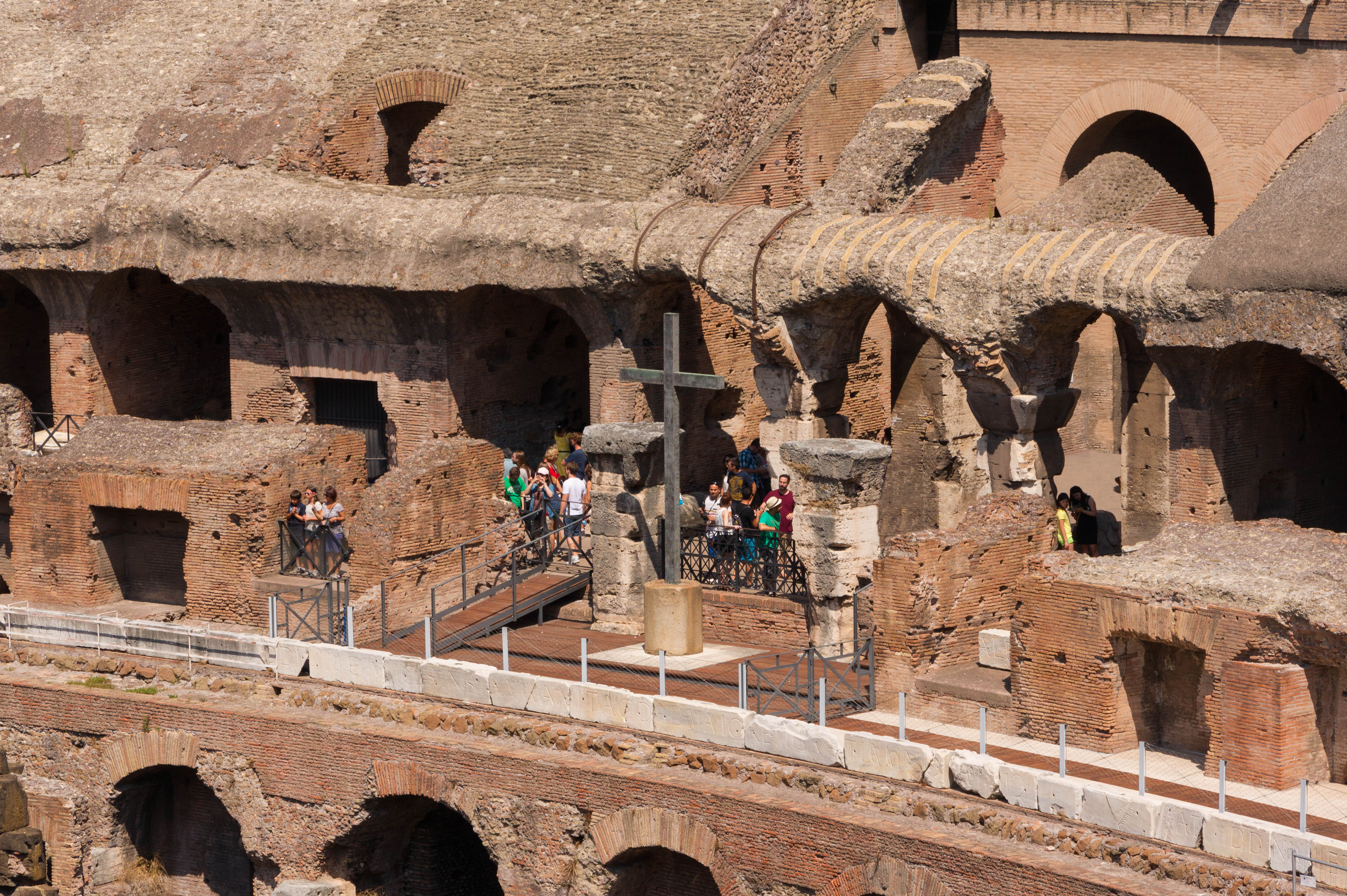 File Colosseum Cross Rome Italy Jpg Wikimedia Commons