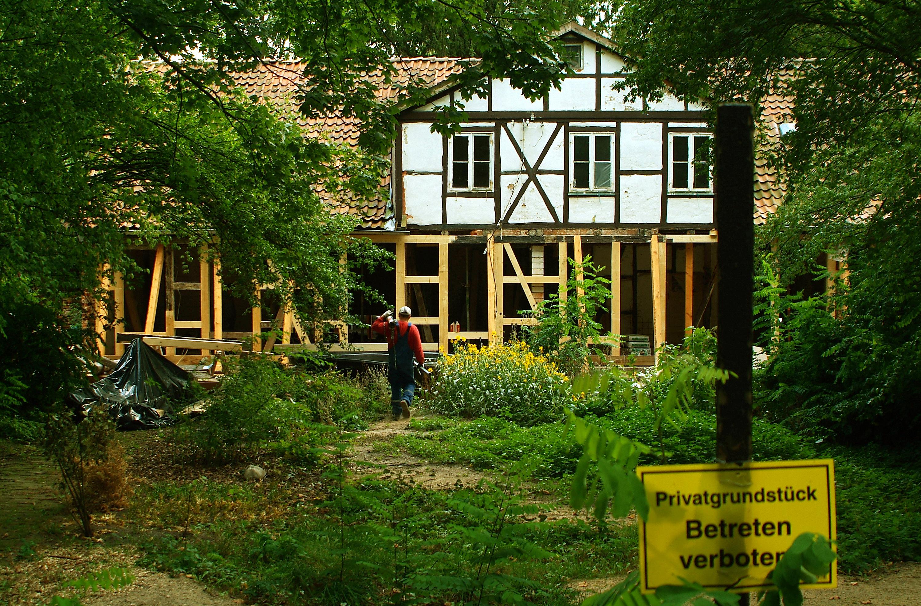 Datei:Das denkmalgeschützte Gartenhaus Am Judenkirchhof 11c in