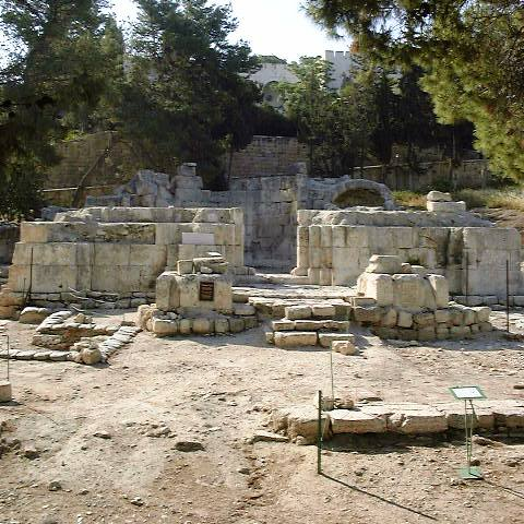 http://upload.wikimedia.org/wikipedia/commons/d/d7/Emmaus_Nicopolis_basilica.JPG