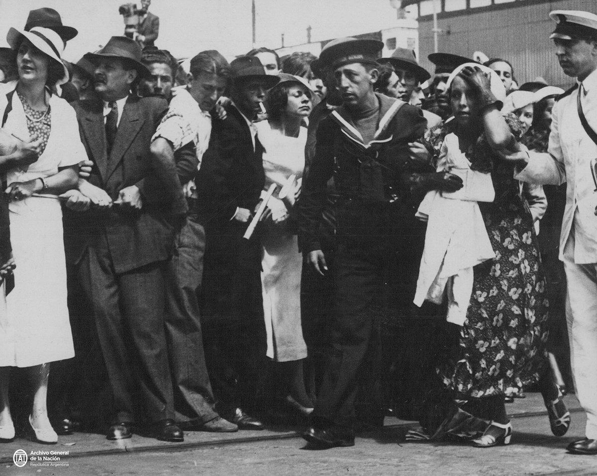 Entierro de Gardel en el Cementerio de la Chacarita, 1936.