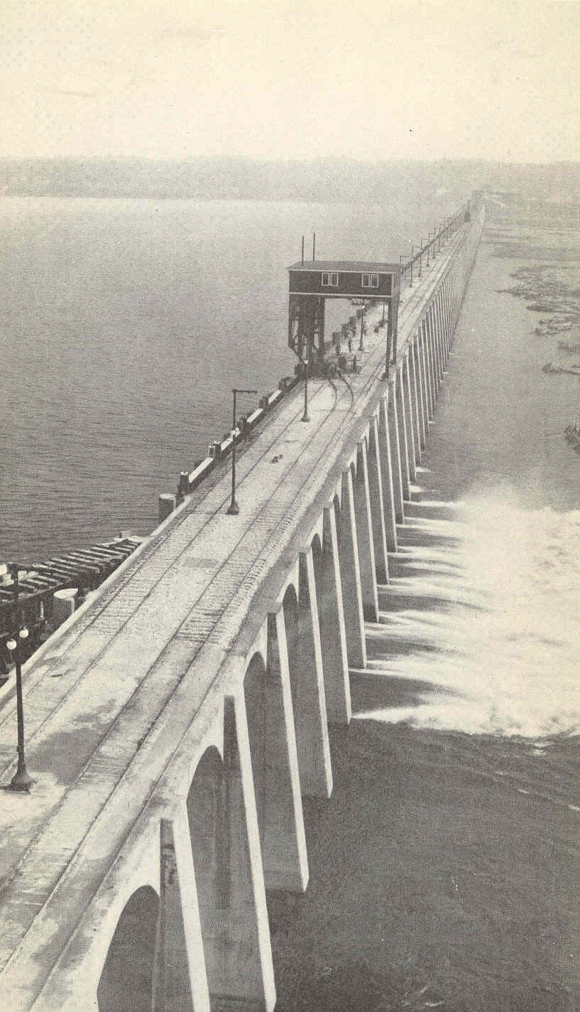 file fmib 37765 condition below the dam with six spillways open
