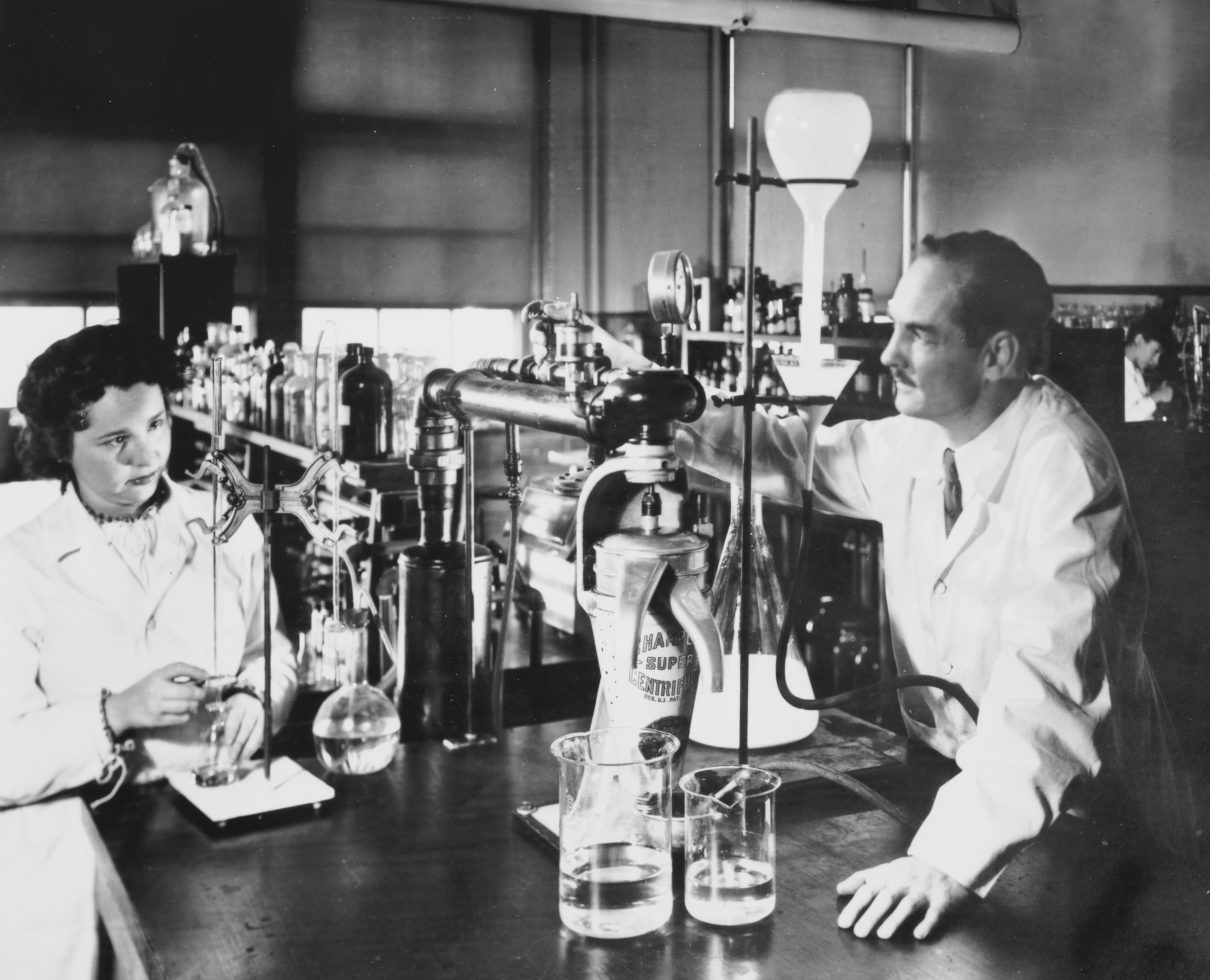George Hitchings and Gertrude Elion 1948.jpg