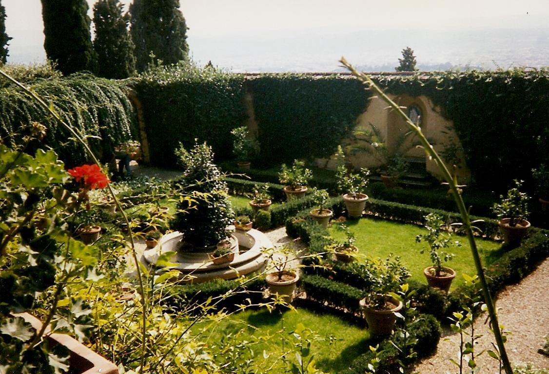 File:giardino segreto villa le balze fiesole.jpg wikimedia commons