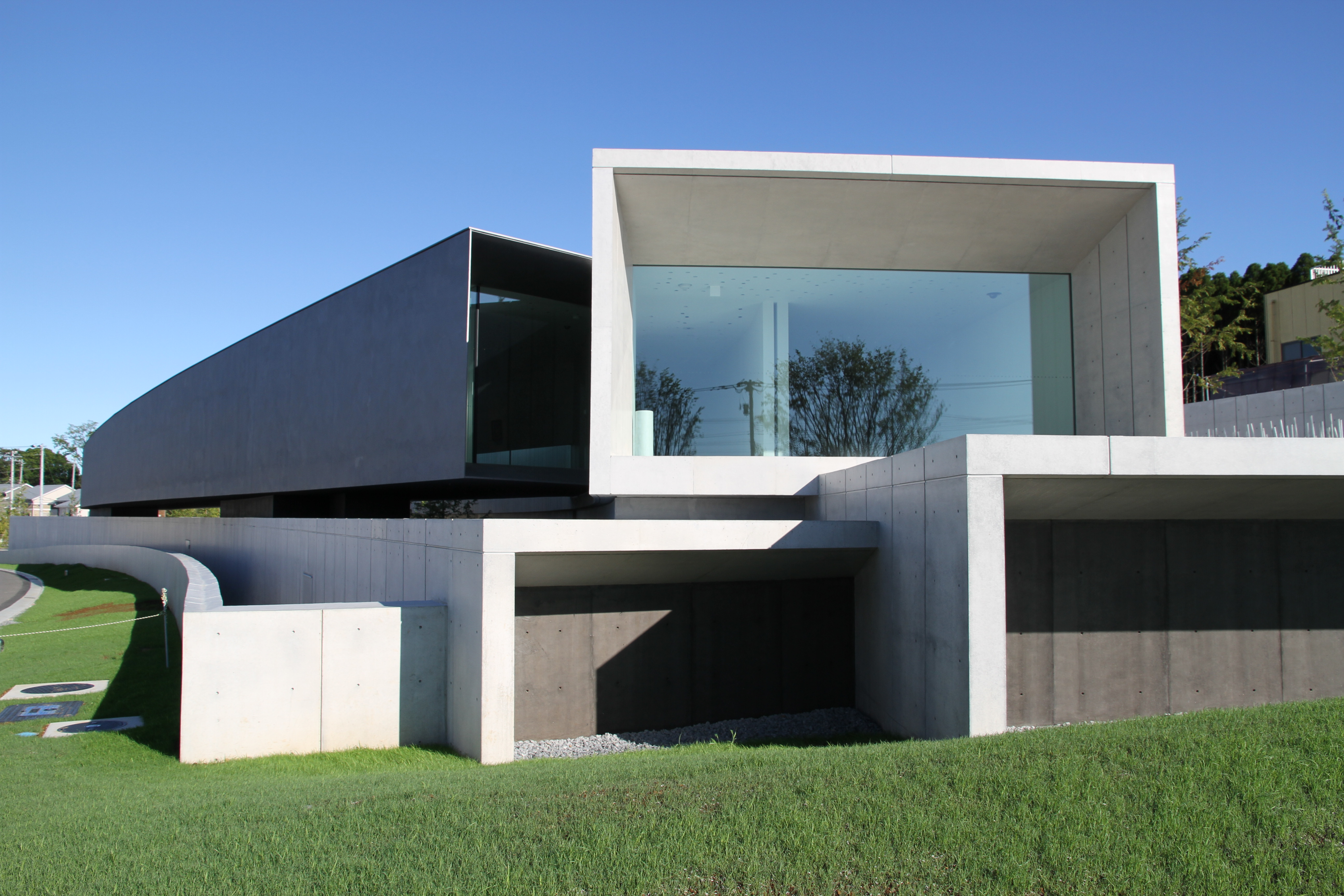 File hoki museum outside front wikimedia commons for Minimalist house wiki