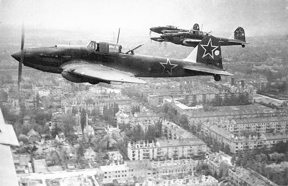 IL-2 planes over Berlin