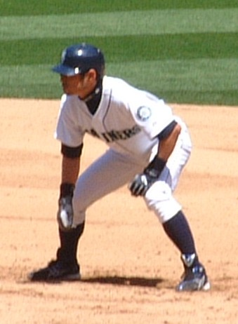 Ichiro taking a lead from first base