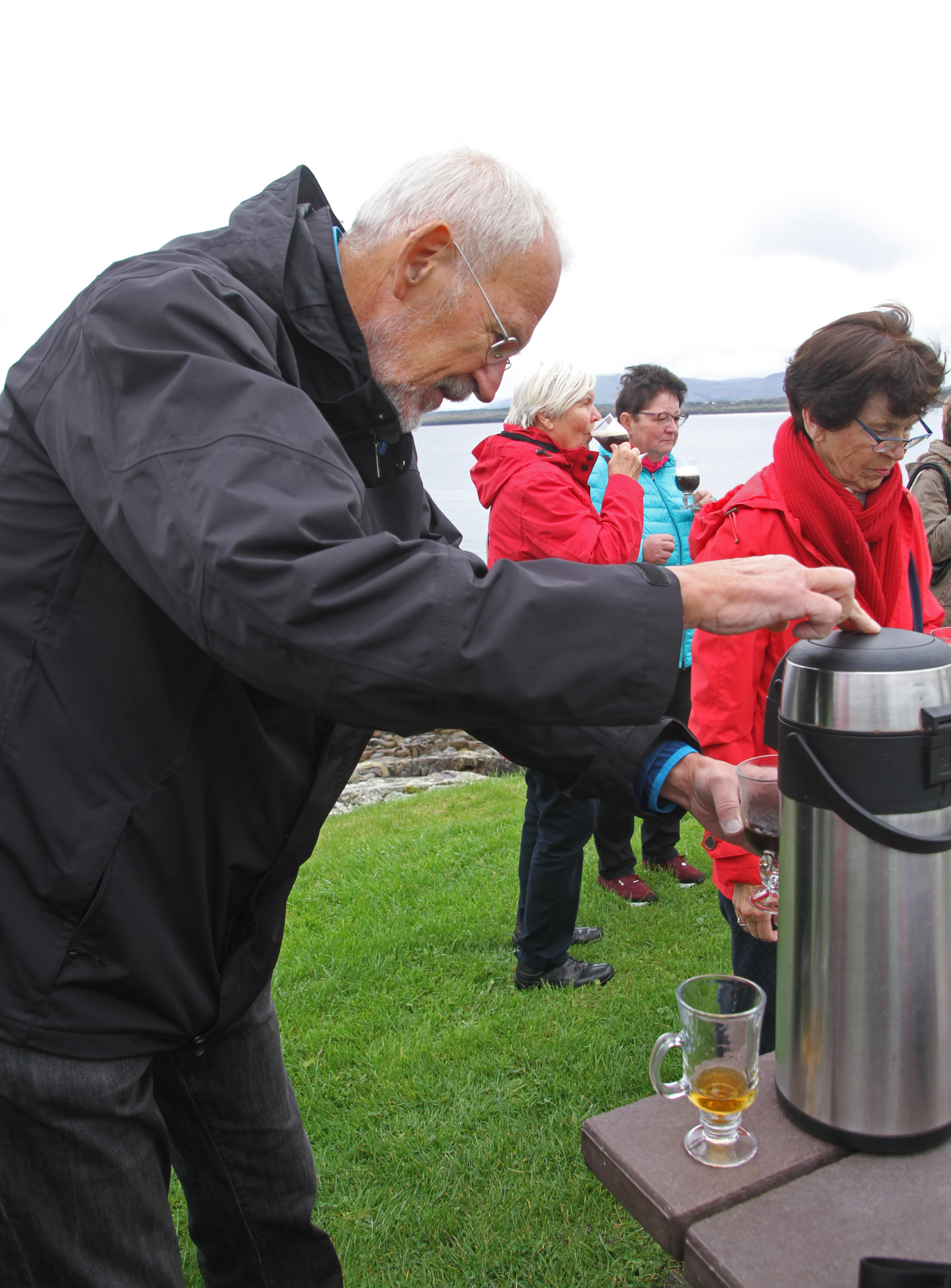 Fileirish Coffee Ceremony Knocknafaugher 06 2017 Gjejpg
