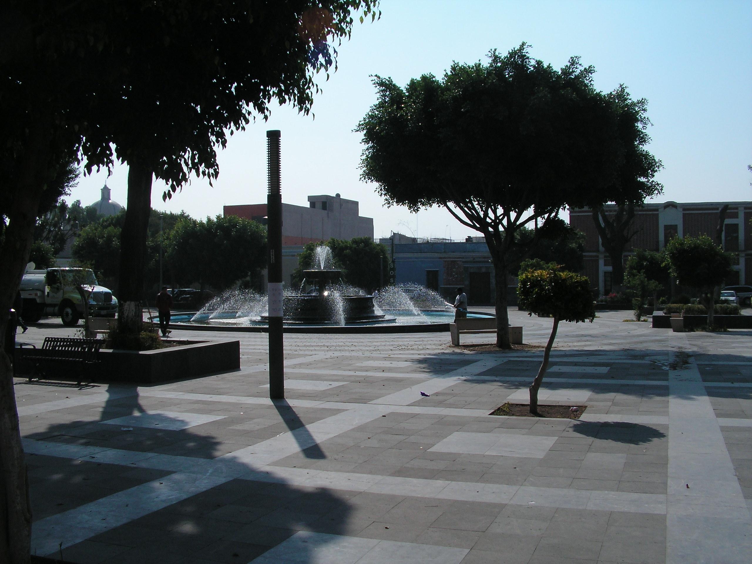 File jard n del carmen puebla m xico 02 jpg wikimedia for Jardin 3 marias puebla