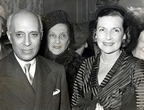 Jawaharlal Nehru and Edwina Mountbatten.jpg