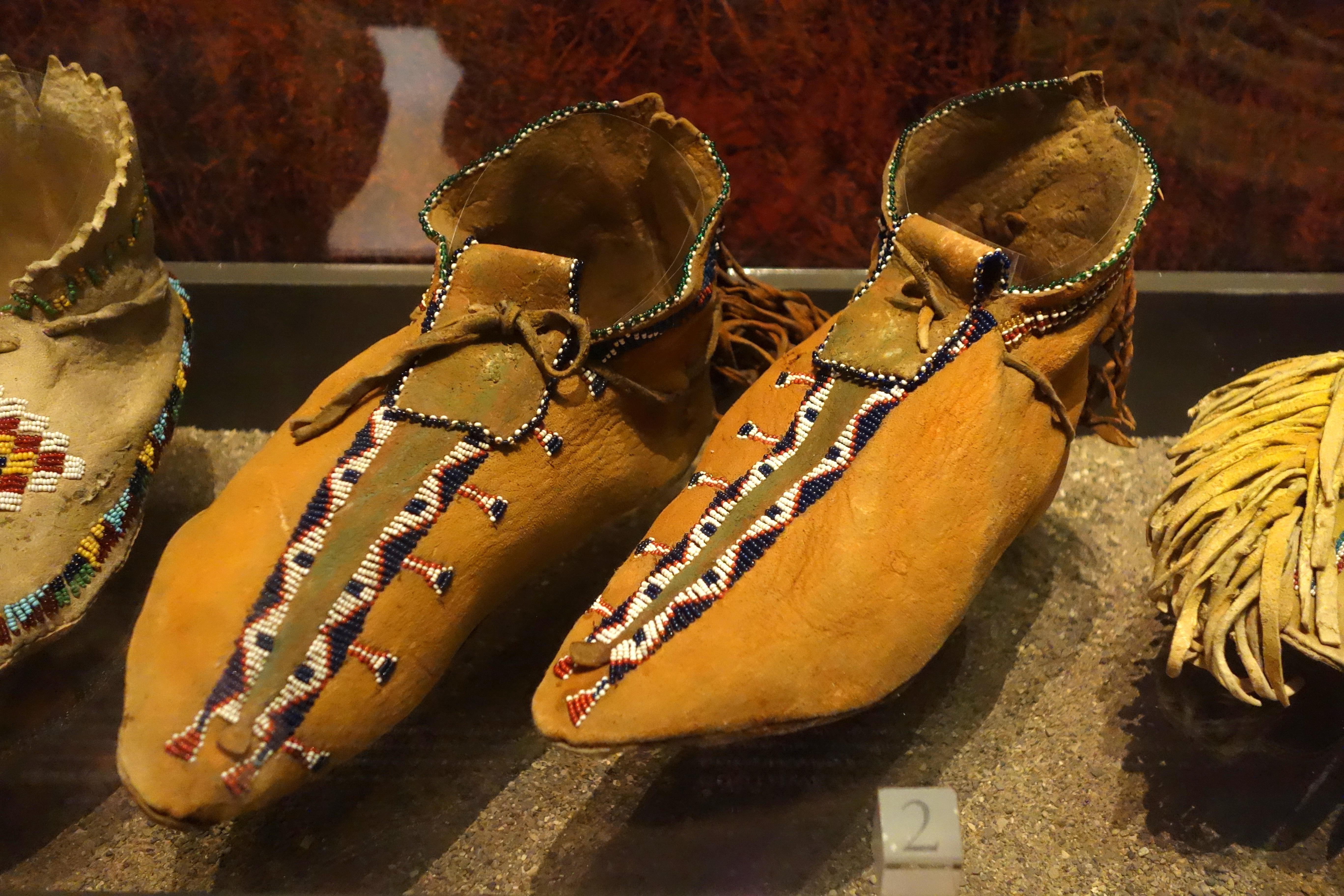 C D Shoe Size >> File:Jicarilla or Mescalero Apache moccasins, c. 1885 - Bata Shoe Museum - DSC00520.JPG ...