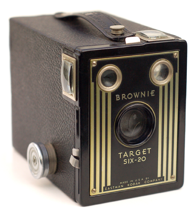 brownie camera Description sometime around her 17th birthday, canadian bernice palmer received a kodak brownie box camera, either for christmas 1911 or for her birthday on 10 january 1912.