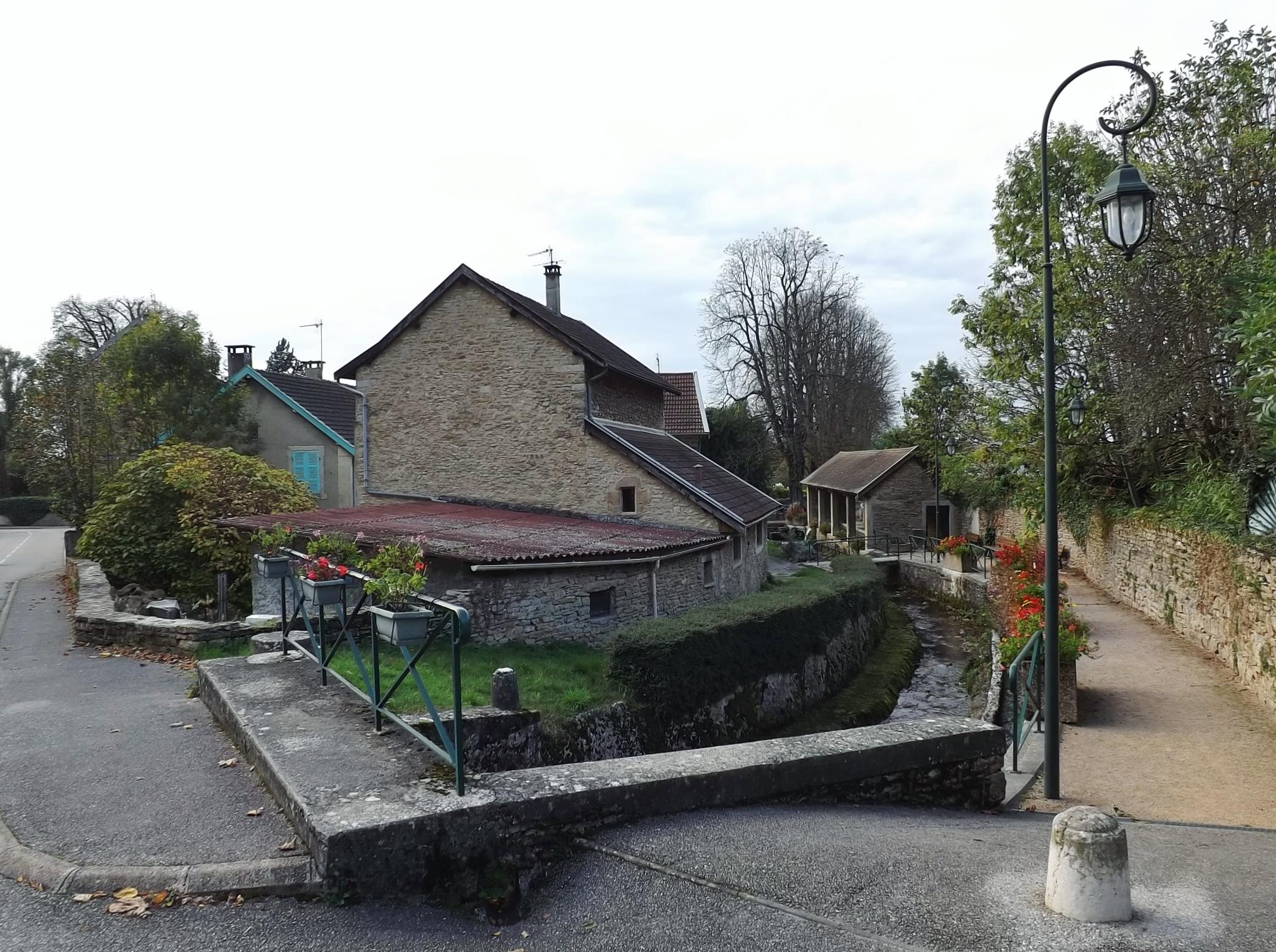 Verre Clair Saint Maximin la balme-les-grottes - wikipedia