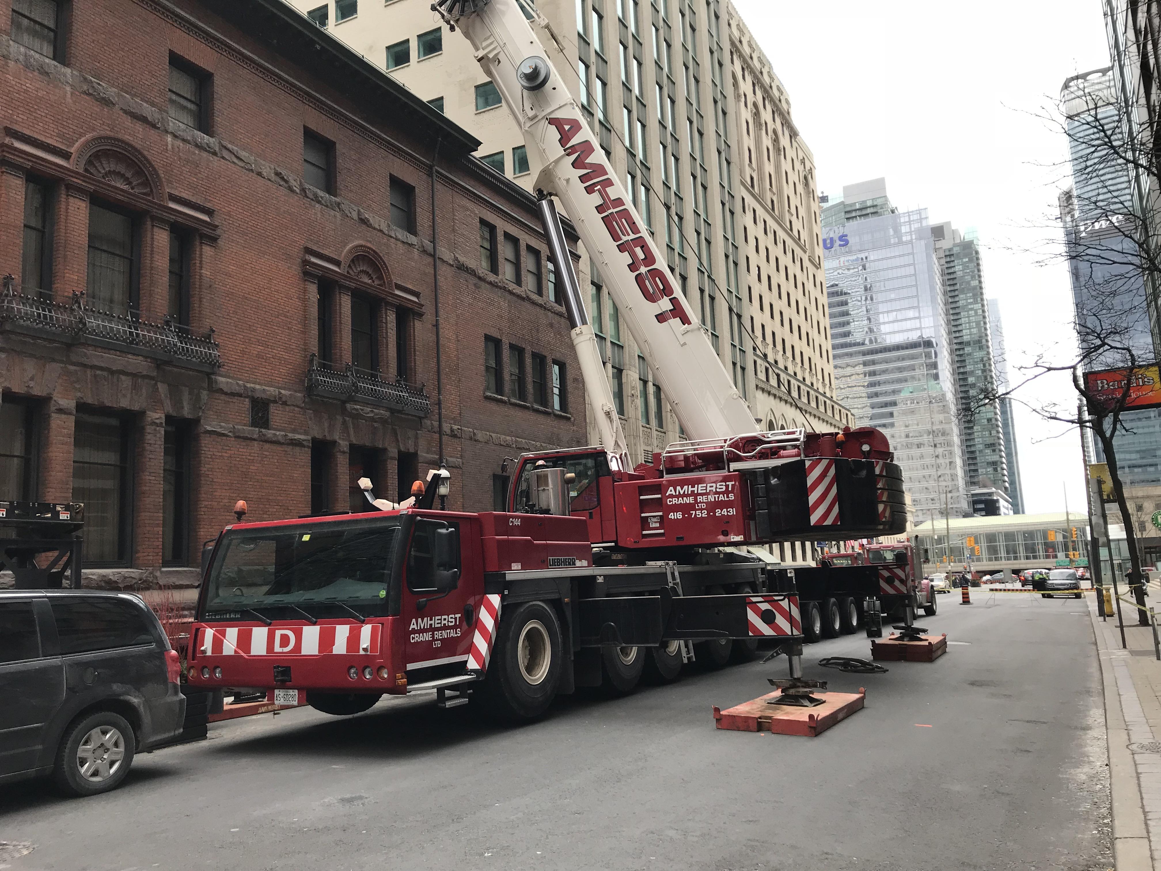File:Liebherr crane truck C144 Toronto-2 jpg - Wikimedia Commons