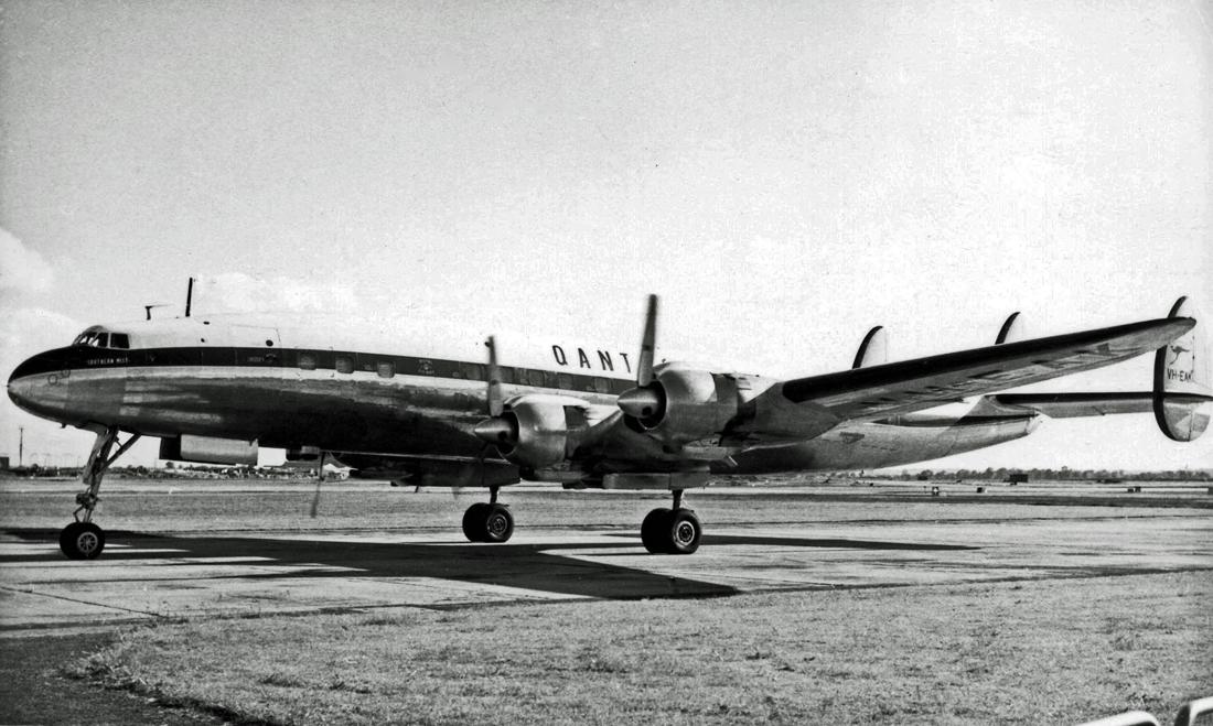 Lockheed_L1049_VH-EAK_Qantas_LAP_04.06.5