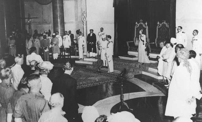 Lord Mountbatten swears in Jawaharlal Nehru as the first Prime Minister of free India on Aug 15, 1947.jpg