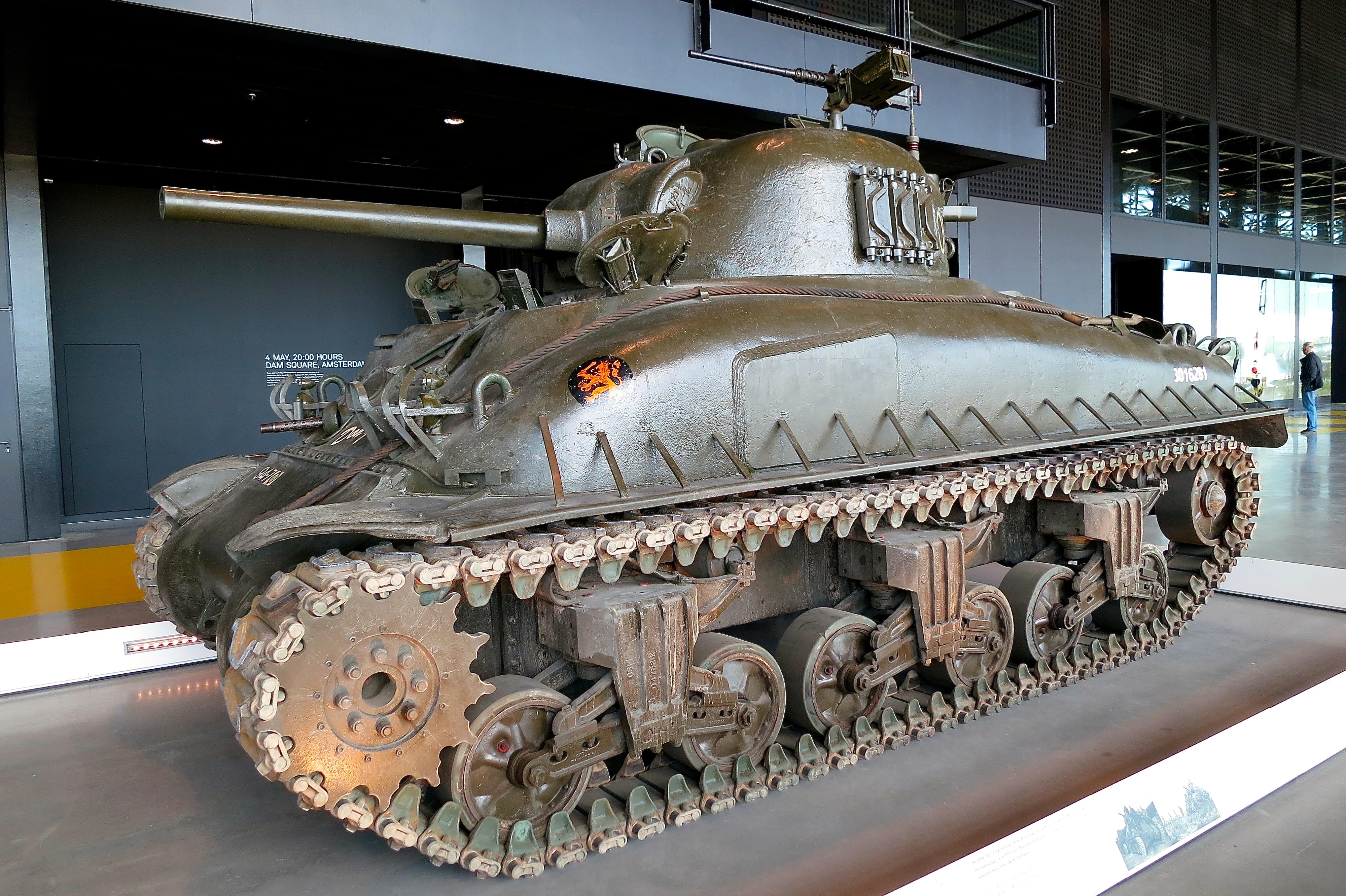 M4A1E9_Sherman_tank_(17264402762).jpg