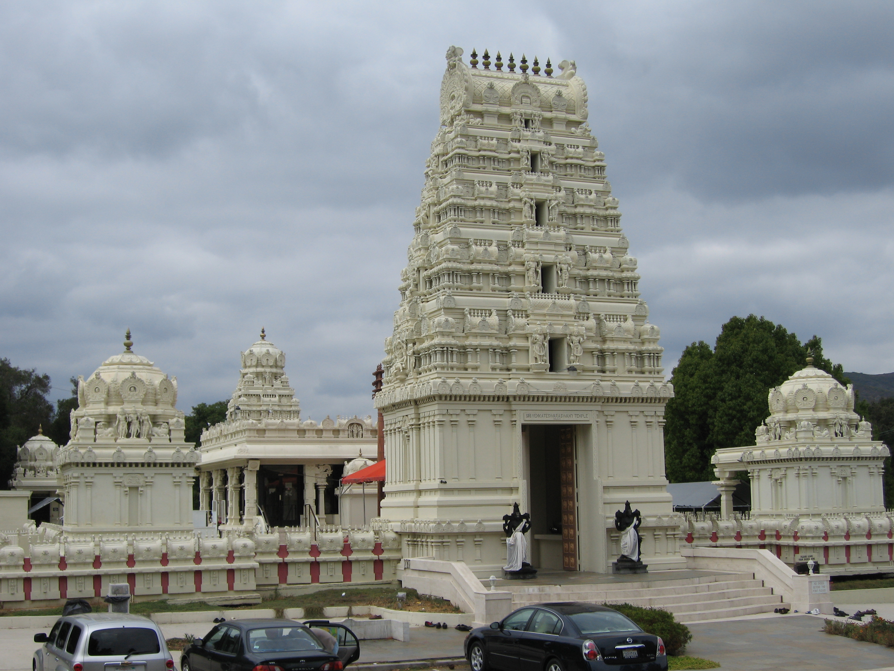 File Malibu Hindu Temple 13 Jpg Wikimedia Commons