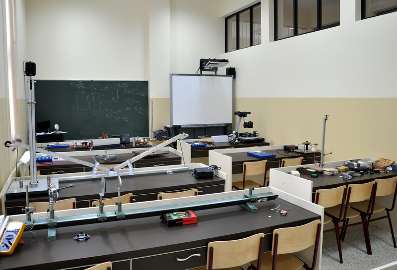 physics lab For the main department of physics webpage, please go to our new website, here the information below is for current students taking physics 1, 2, or core physics.