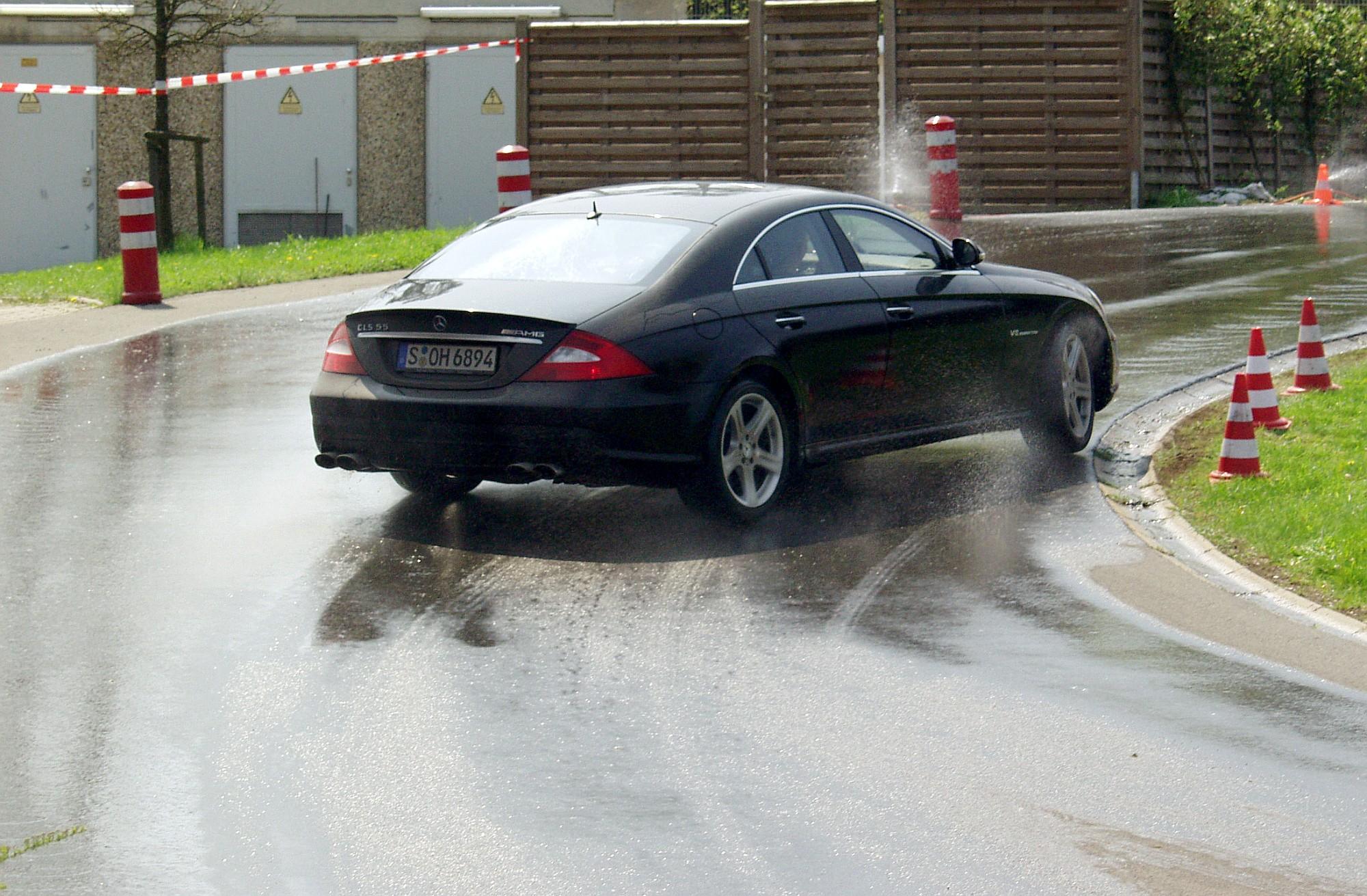poślizg samochodu