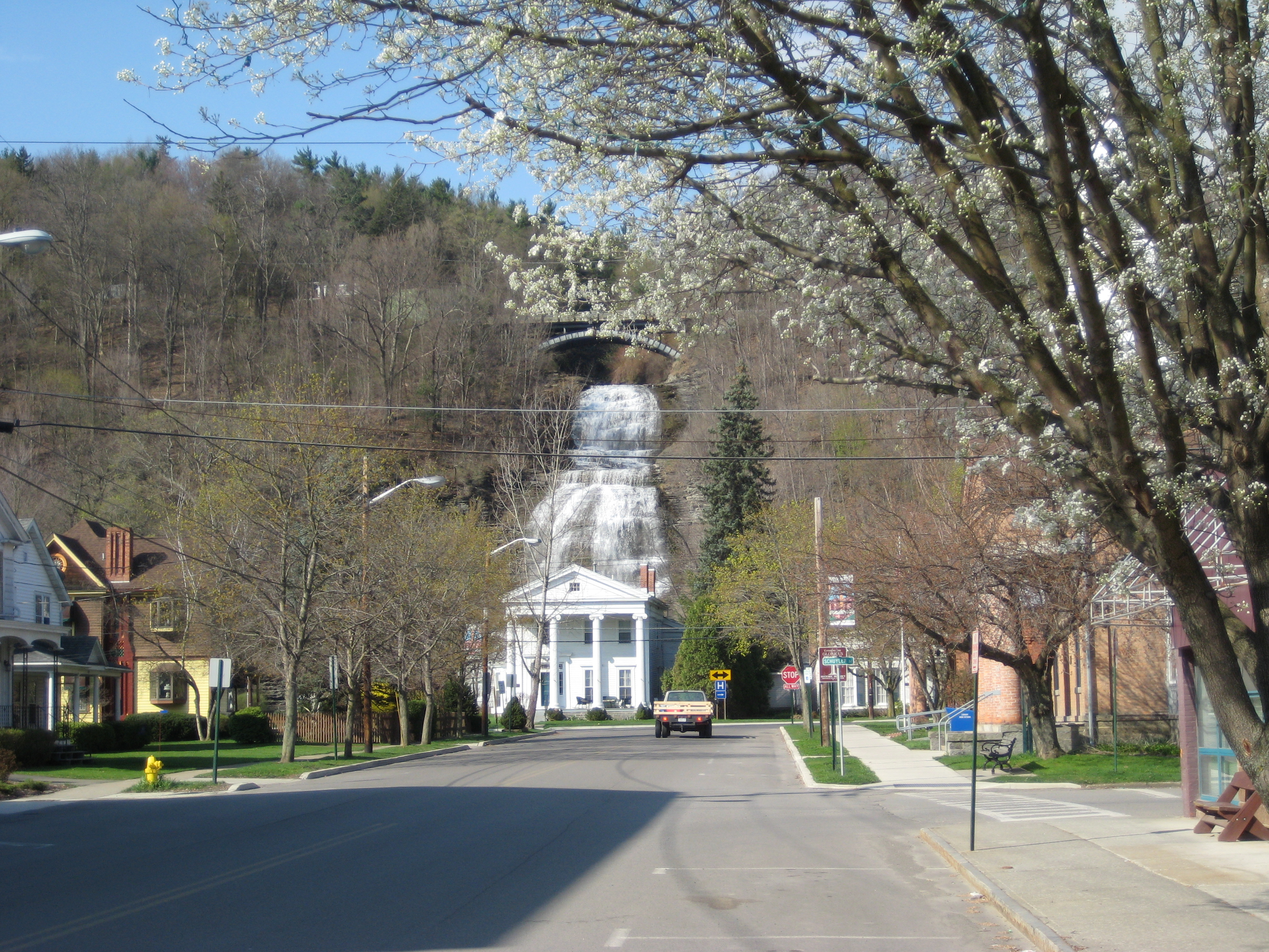 montour dating The montour railroad's beginnings, along with the first two mines along the railroad are described in  maps dating back to the 1850s: .