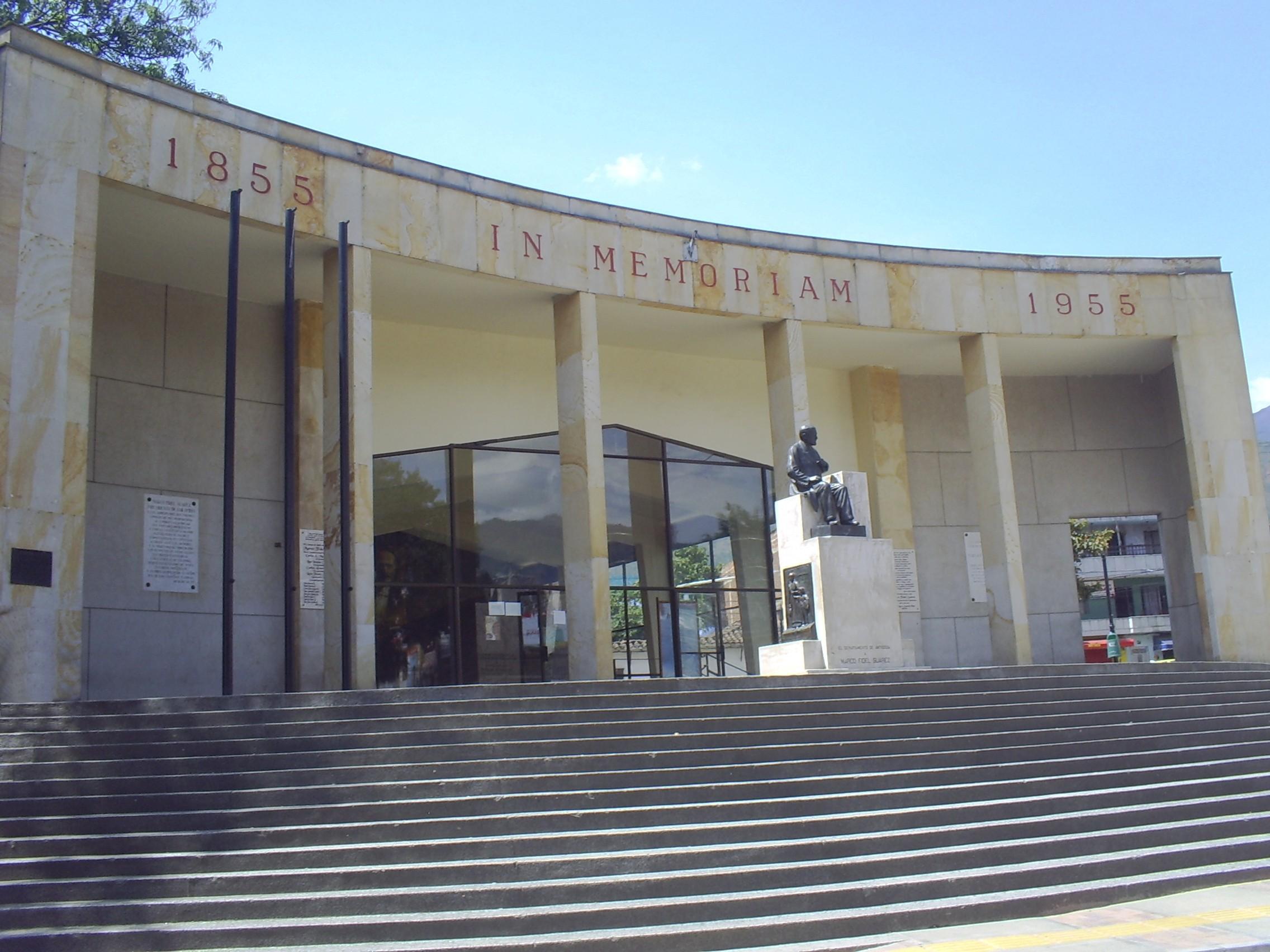 File:Monumento Nacional a Don Marco Fidel Suarez(1)-Bello.JPG ...
