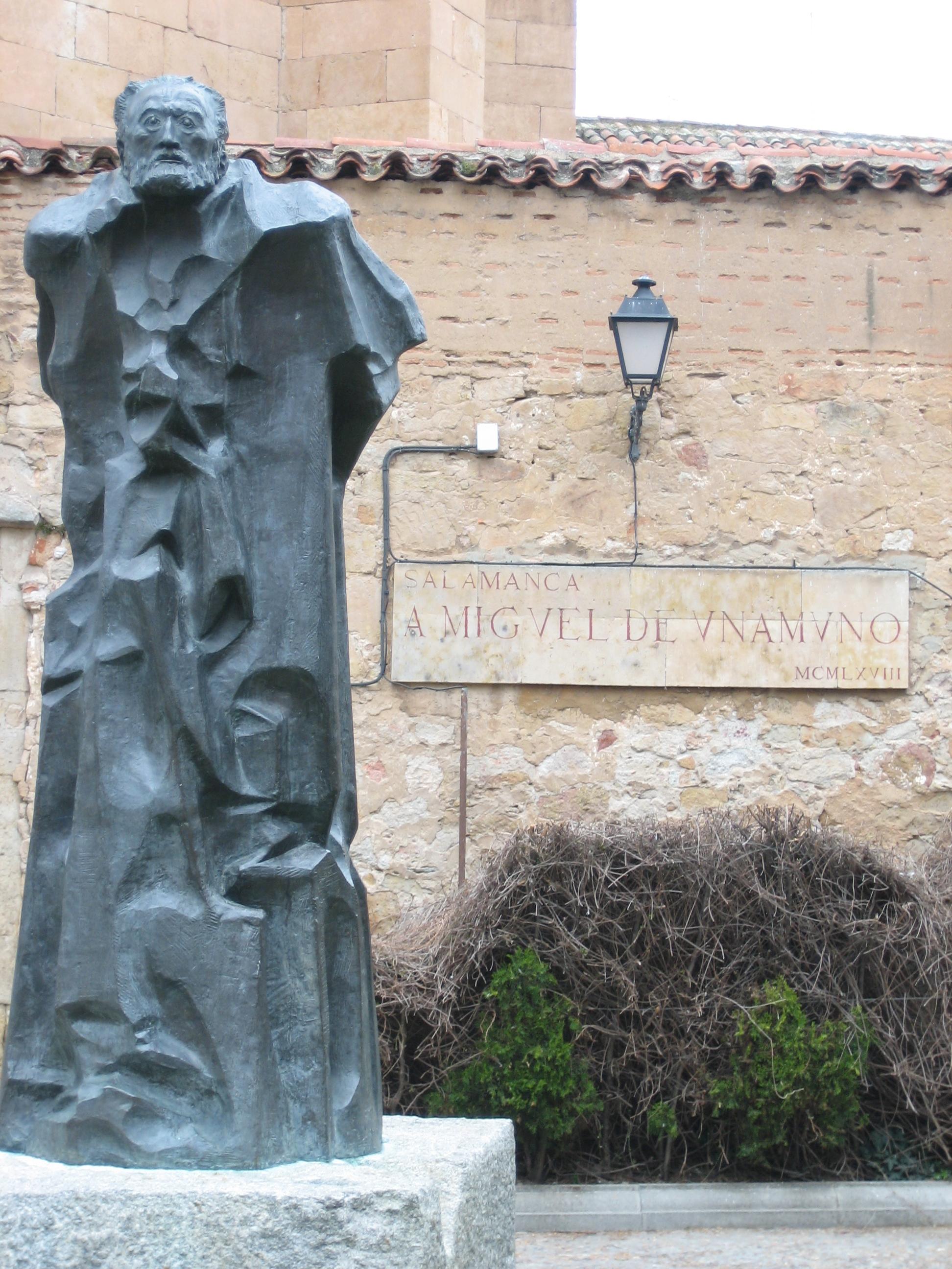Pablo Serrano: Escultura de Unamuno en Salamanca. 1968.