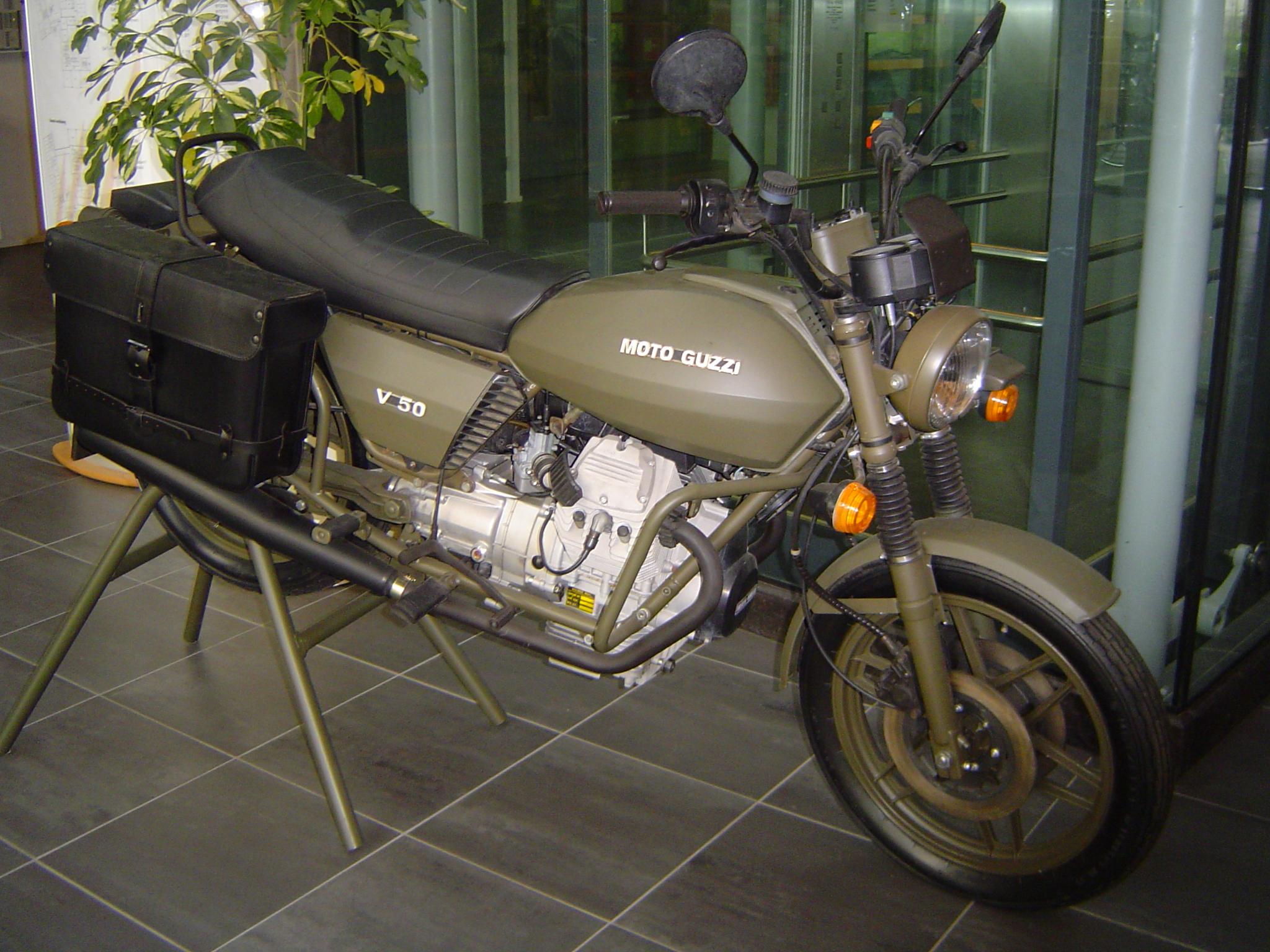 moto guzzi v50 outline