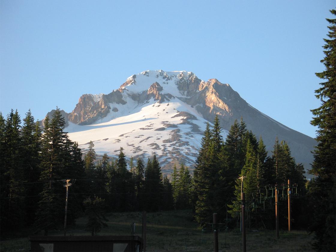 File:Mt-Hood-Oregon.jp...