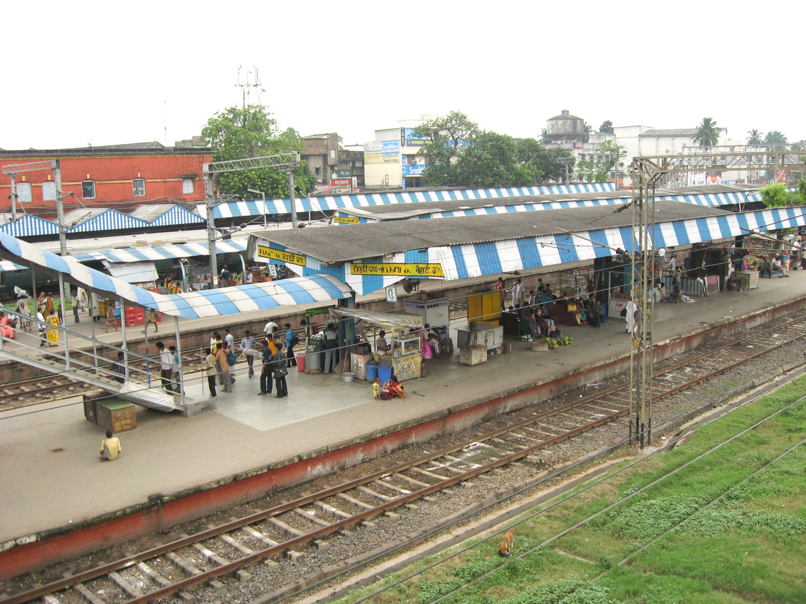 File:Naihati Rail Station by Piyal Kundu 3.jpg - Wikimedia Commons