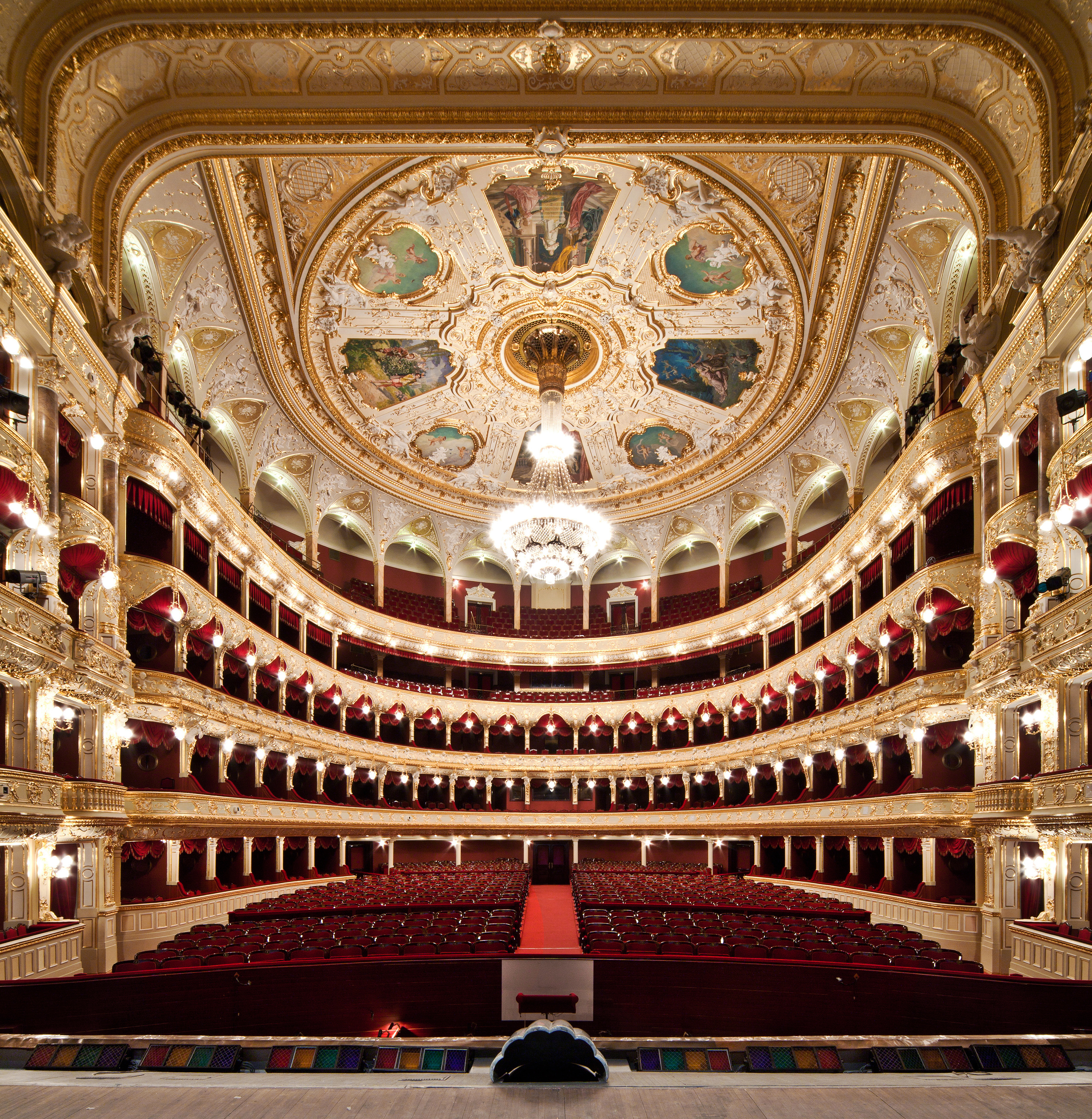 File odessa opera and ballet theater wikimedia for Top 20 house music