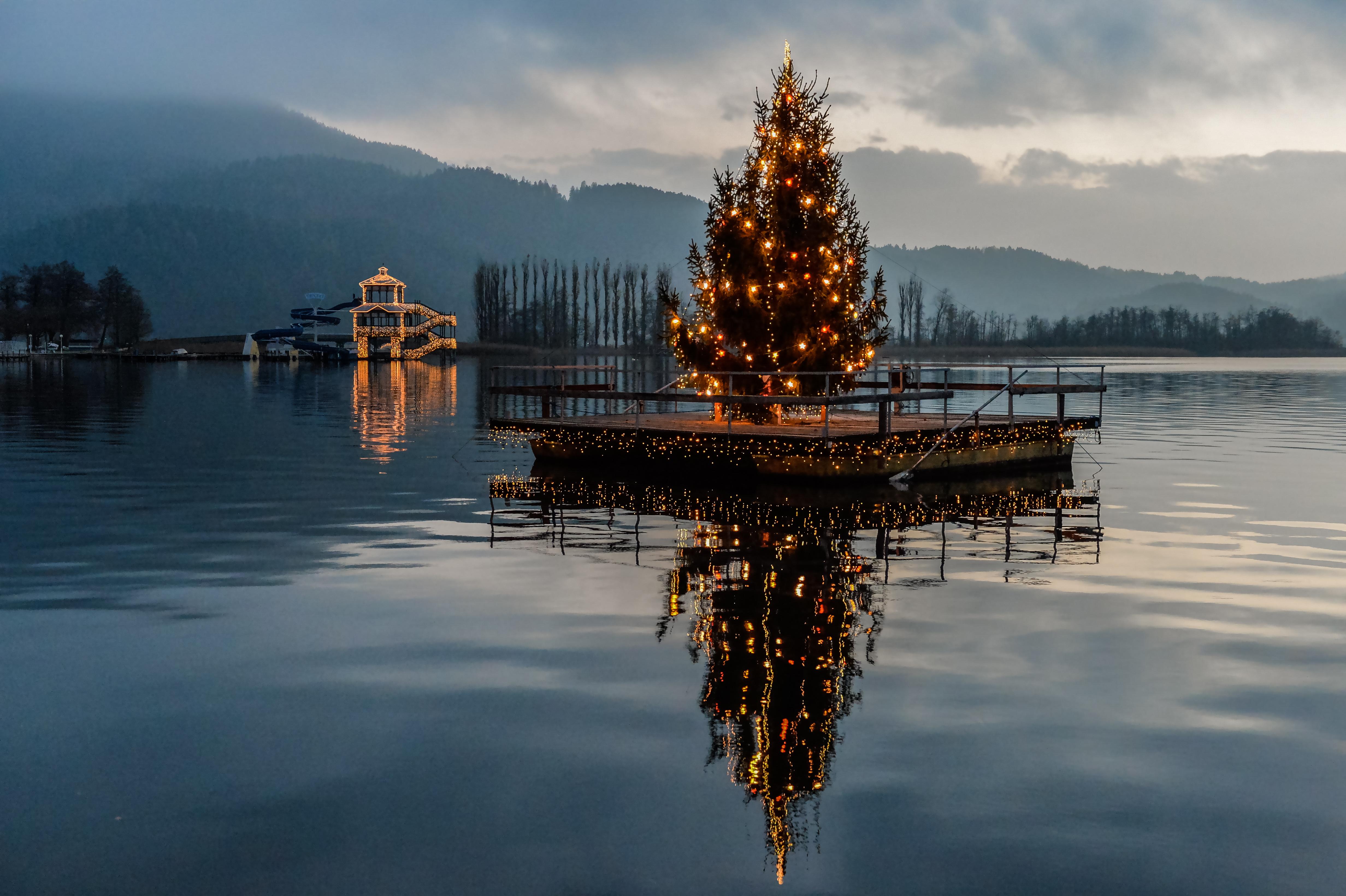Foto Weihnachtsbaum.Datoteca Portschach Stiller Advent See Weihnachtsbaum