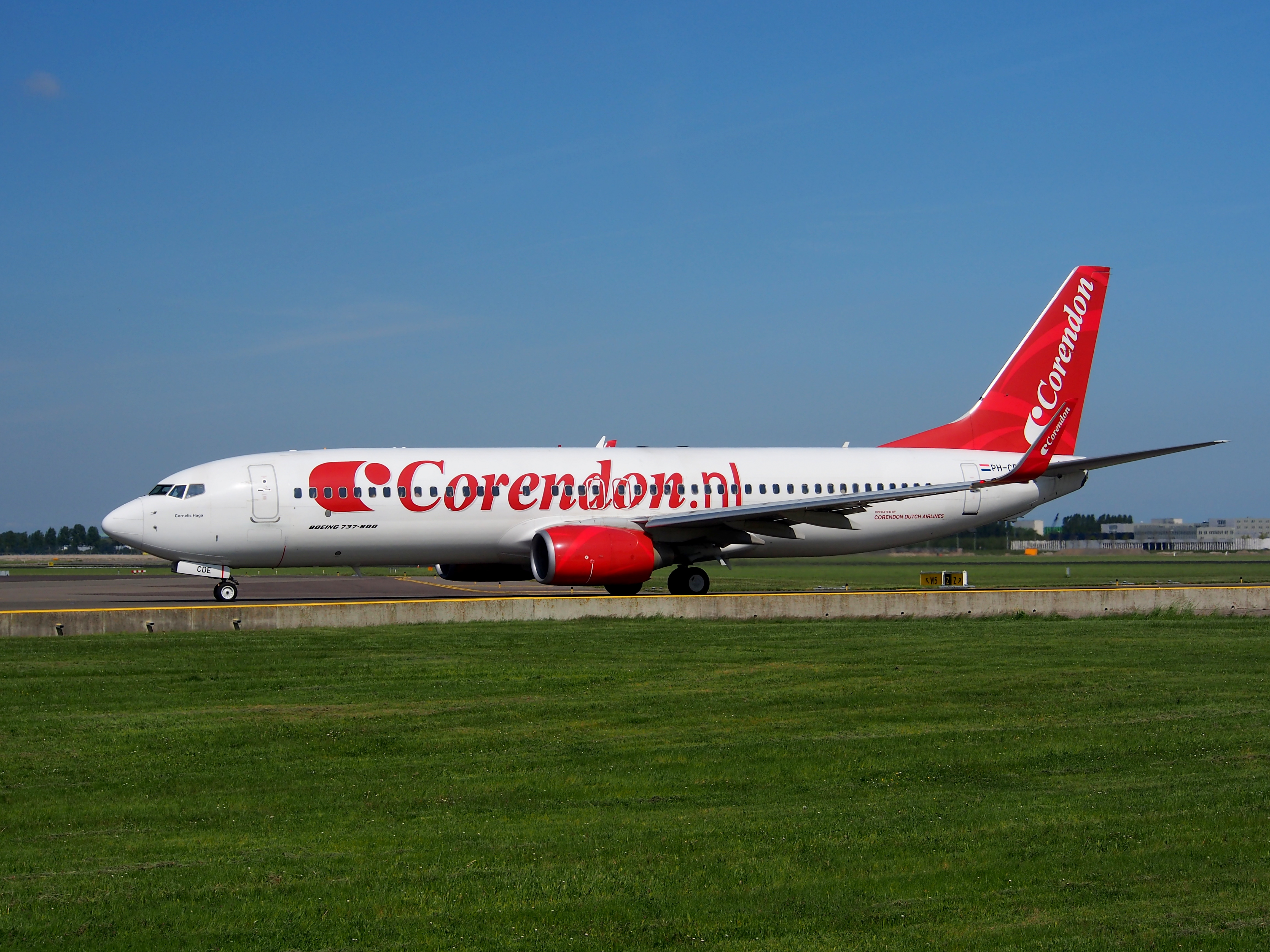 File:PH-CDE Corendon Dutch Airlines Boeing 737-8KN(WL) at Schiphol ...