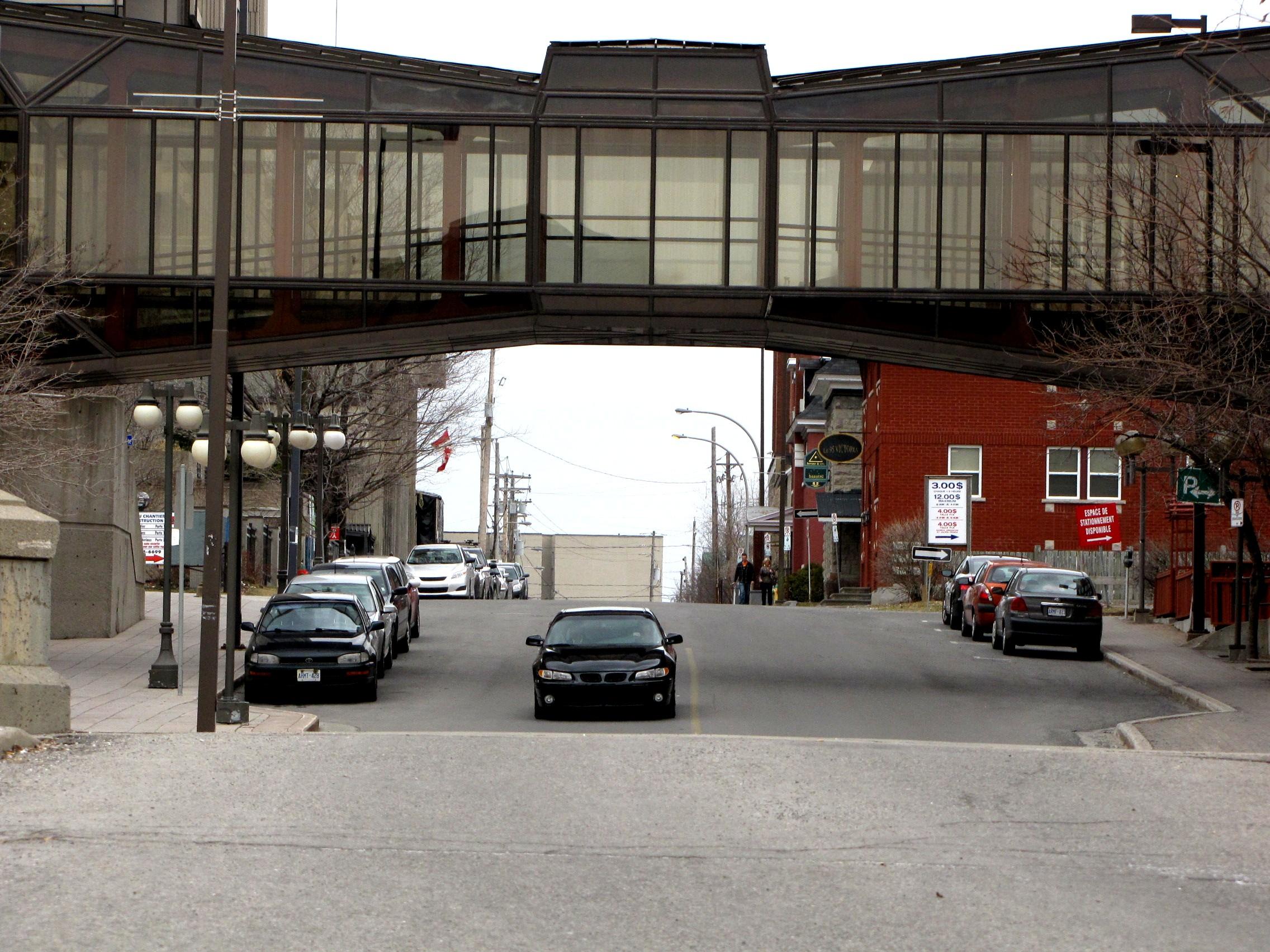 file passerelle reliant hotel sheraton 224 la maison du citoyen secteur hull gatineau qu 233 bec