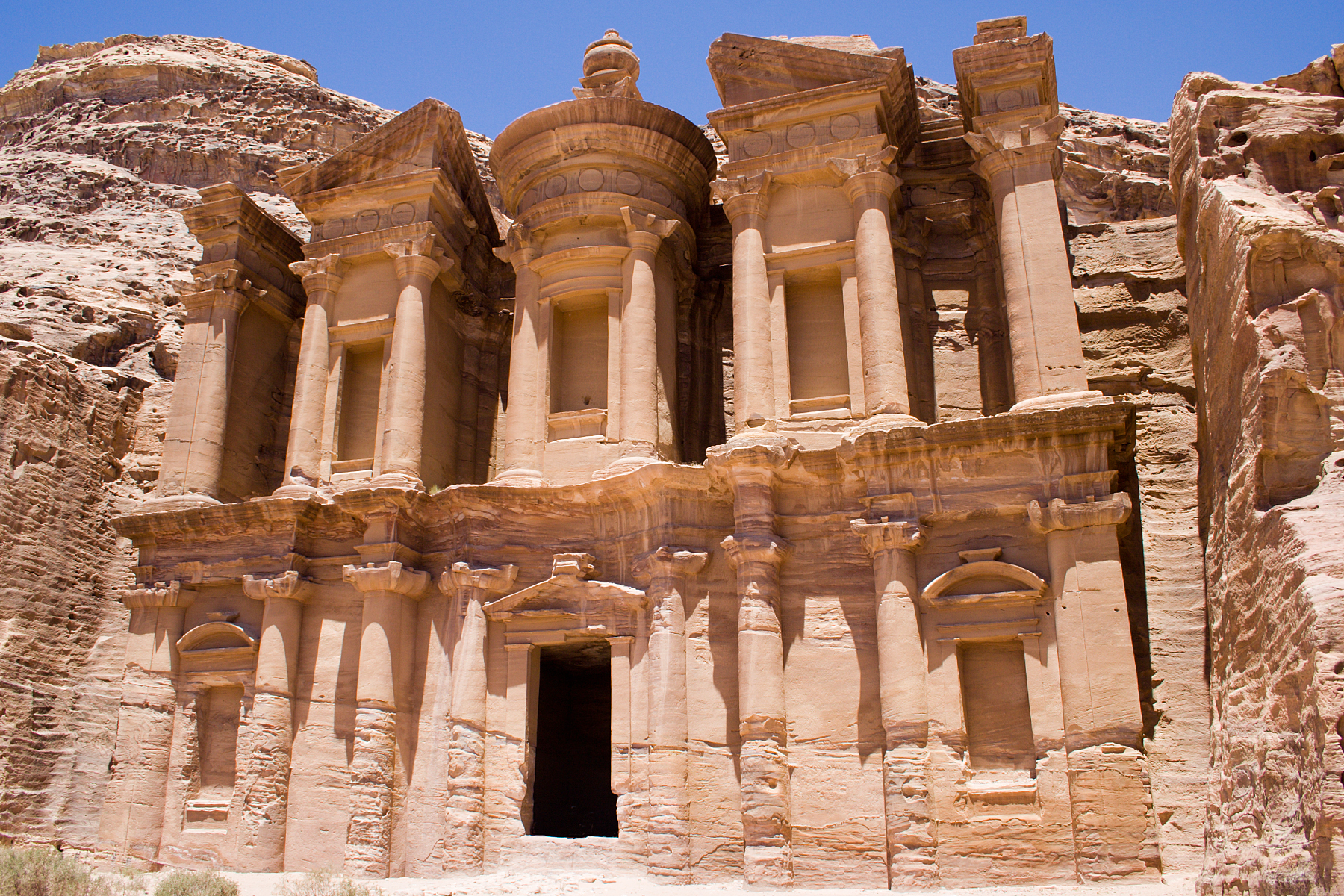 Two of the wonderful rock cut architectures 2 petra for Architecture sites