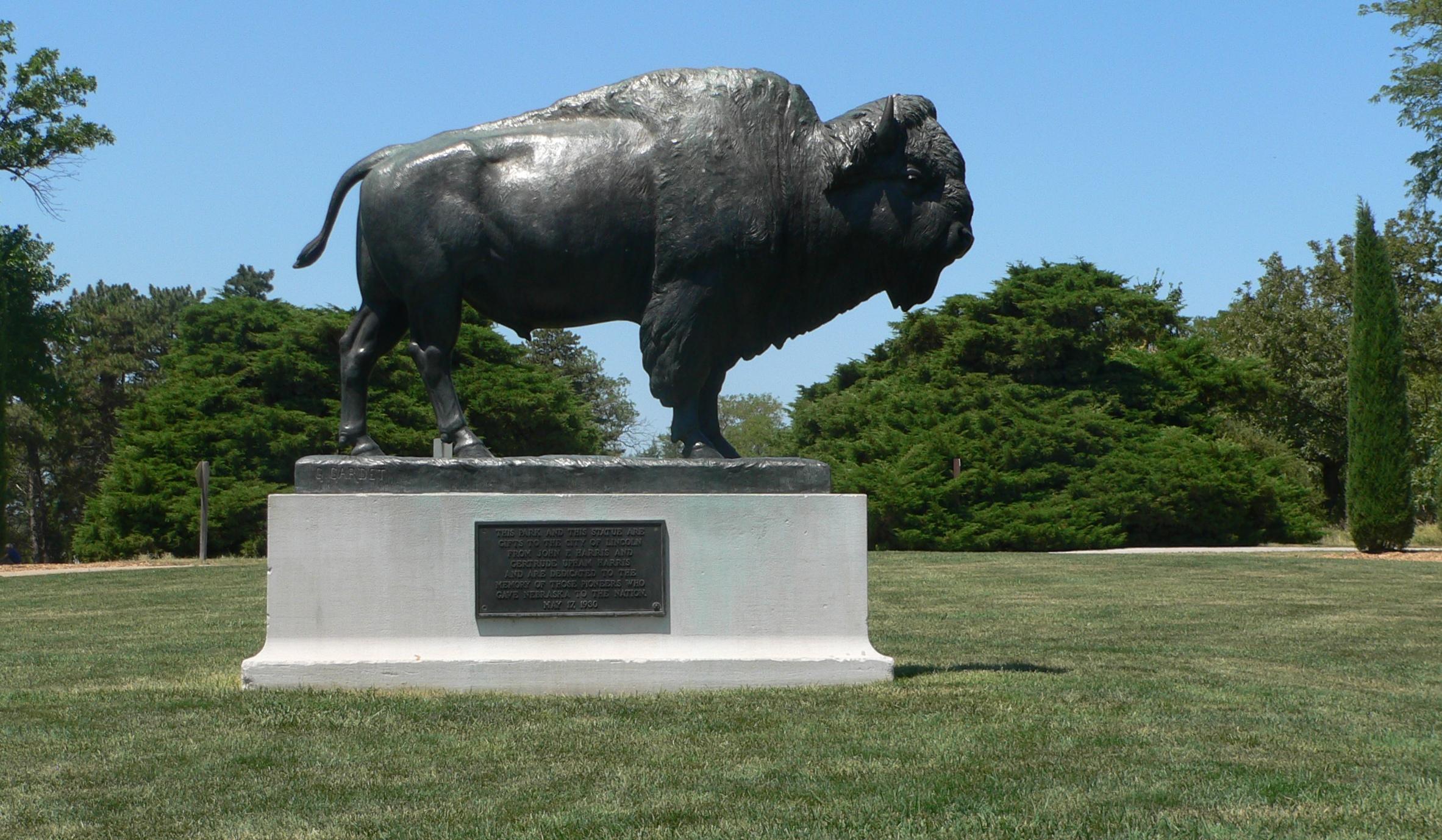 File Pioneers Park Lincoln Bison Sculpture 1 Jpg