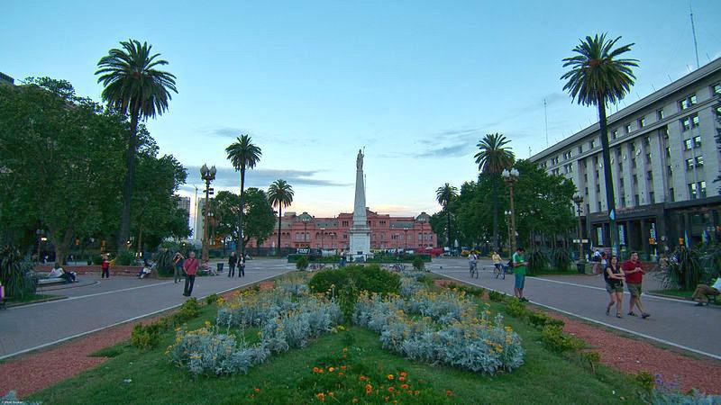 File:Plaza De Mayo 2009.jpg