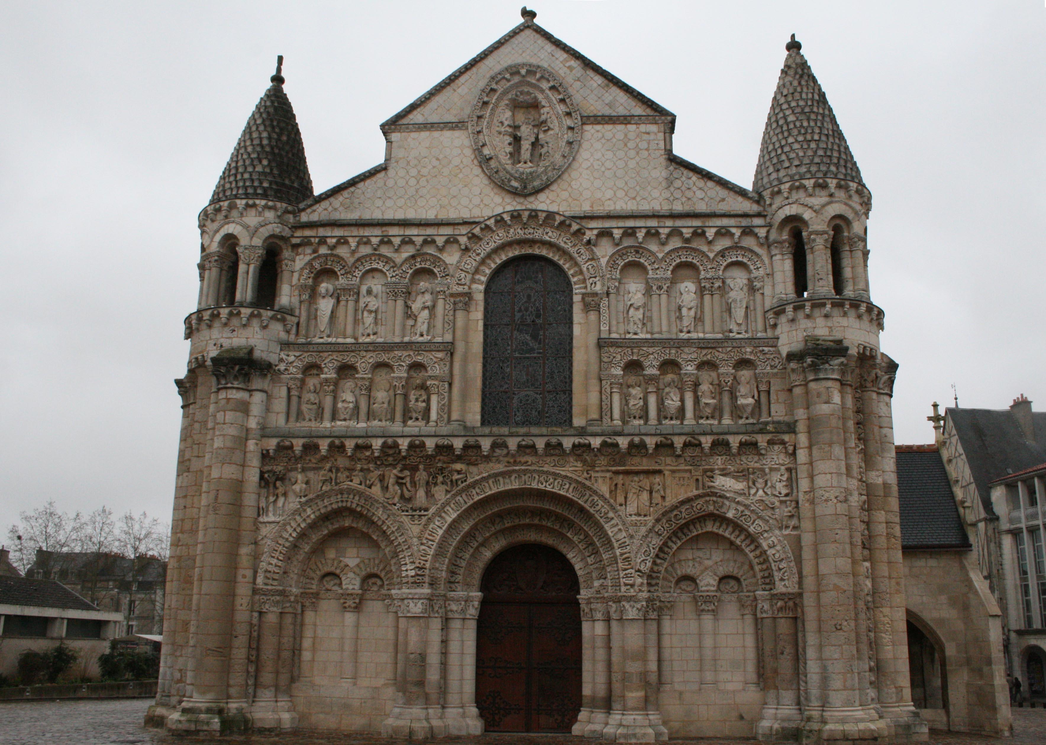 File poitiers eglise notre dame grande 4 jpg for Architecture romane