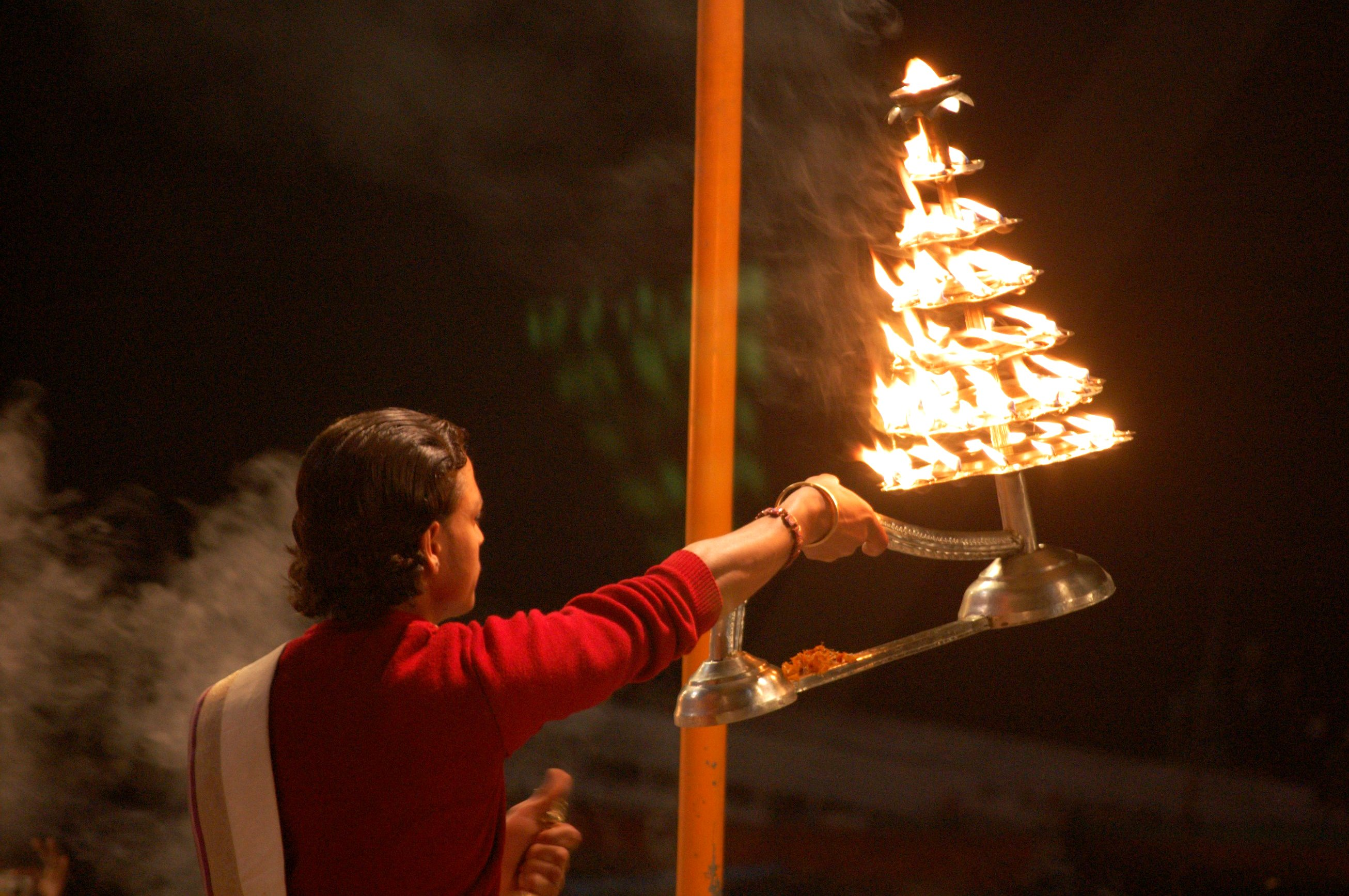 File:Puja, the Hindu prayer ceremony India.jpg - Wikimedia ...